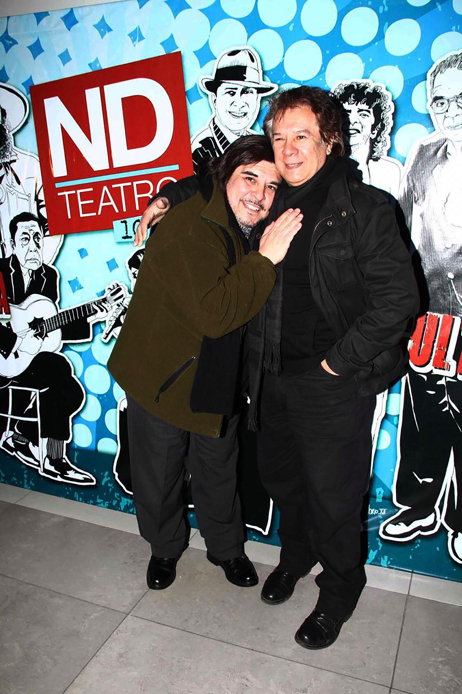 El productor abrazado a Víctor Heredia (Verónica Guerman / Teleshow)