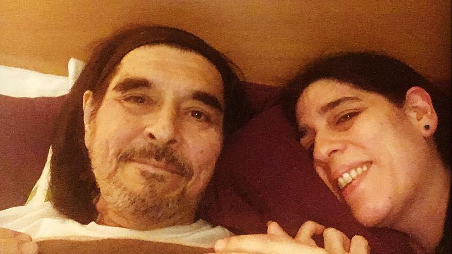 """Durante su etapa final estuvo internado, pero no pudo recuperarse. Esta es la última foto que compartió su hija en Instagram. """"Ya en casita, dice el padre"""", escribió Araceli Matus"""