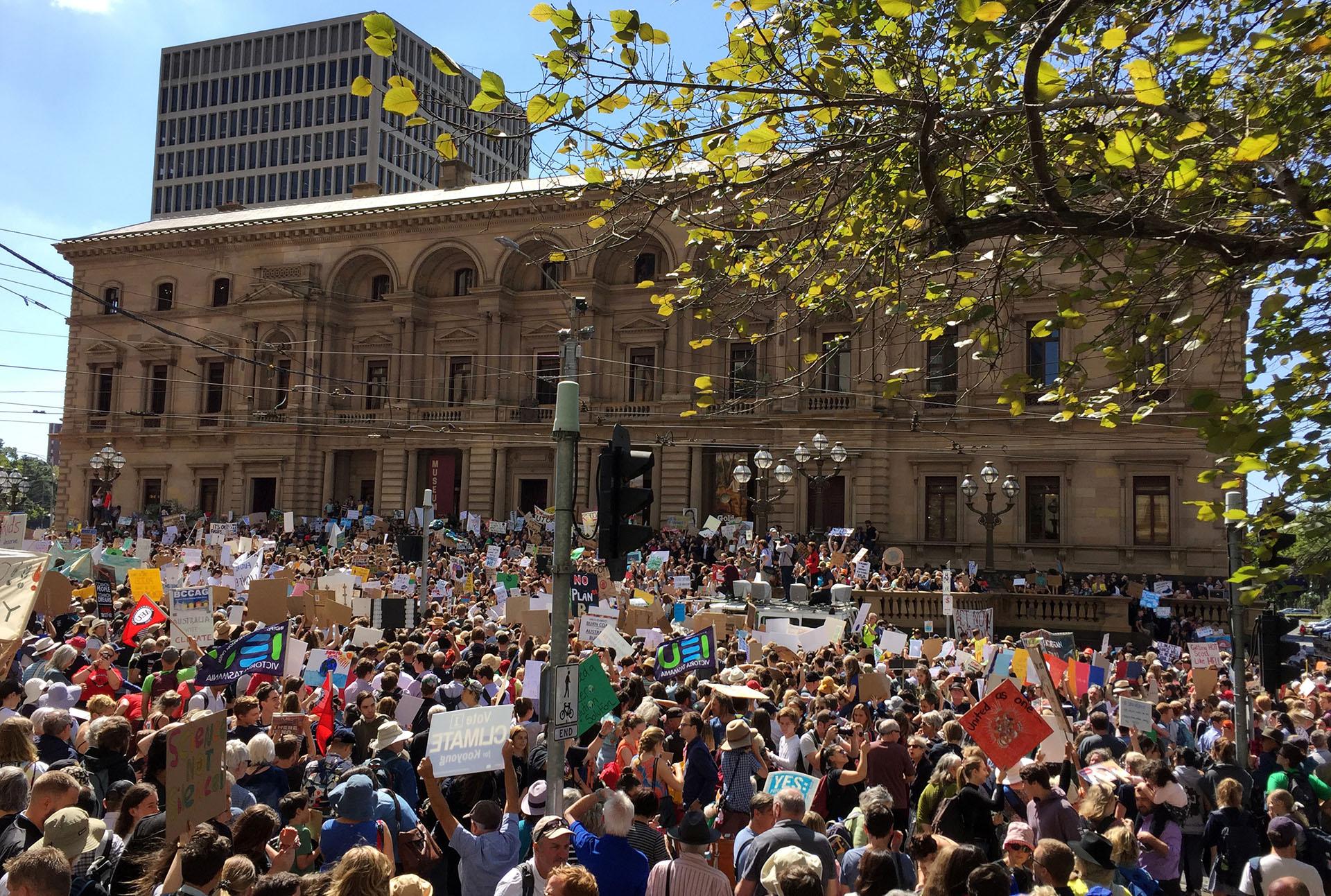 Por su ubicación en el globo, Melbourne, Australia, fue la primera primera gran ciudad en sumarse a las manifestaciones