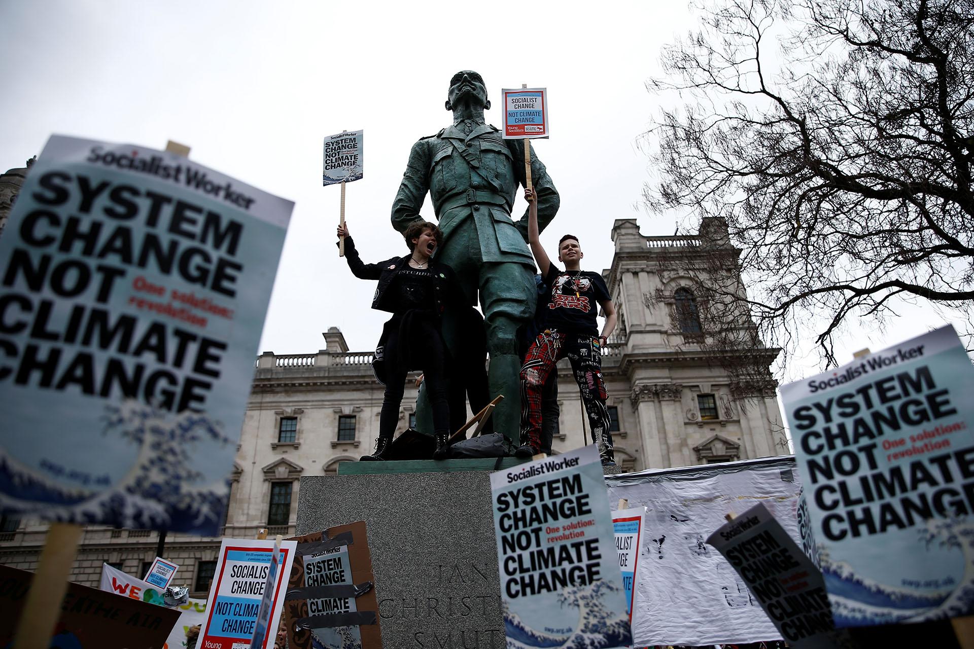 """En Londres, los manifestantes reclaman """"un cambio de sistema, no cambio climático"""""""