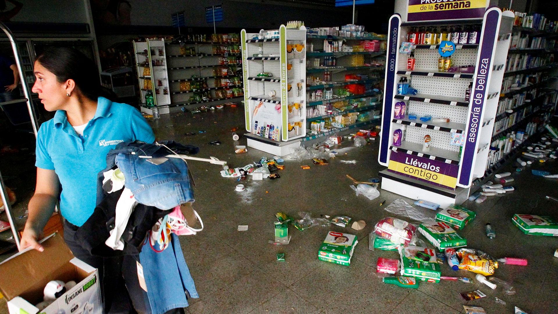 Una farmacia de Maracaibo, parte de los cerca de 500 negocios saqueados durante el apagón de la última semana (Reuters)