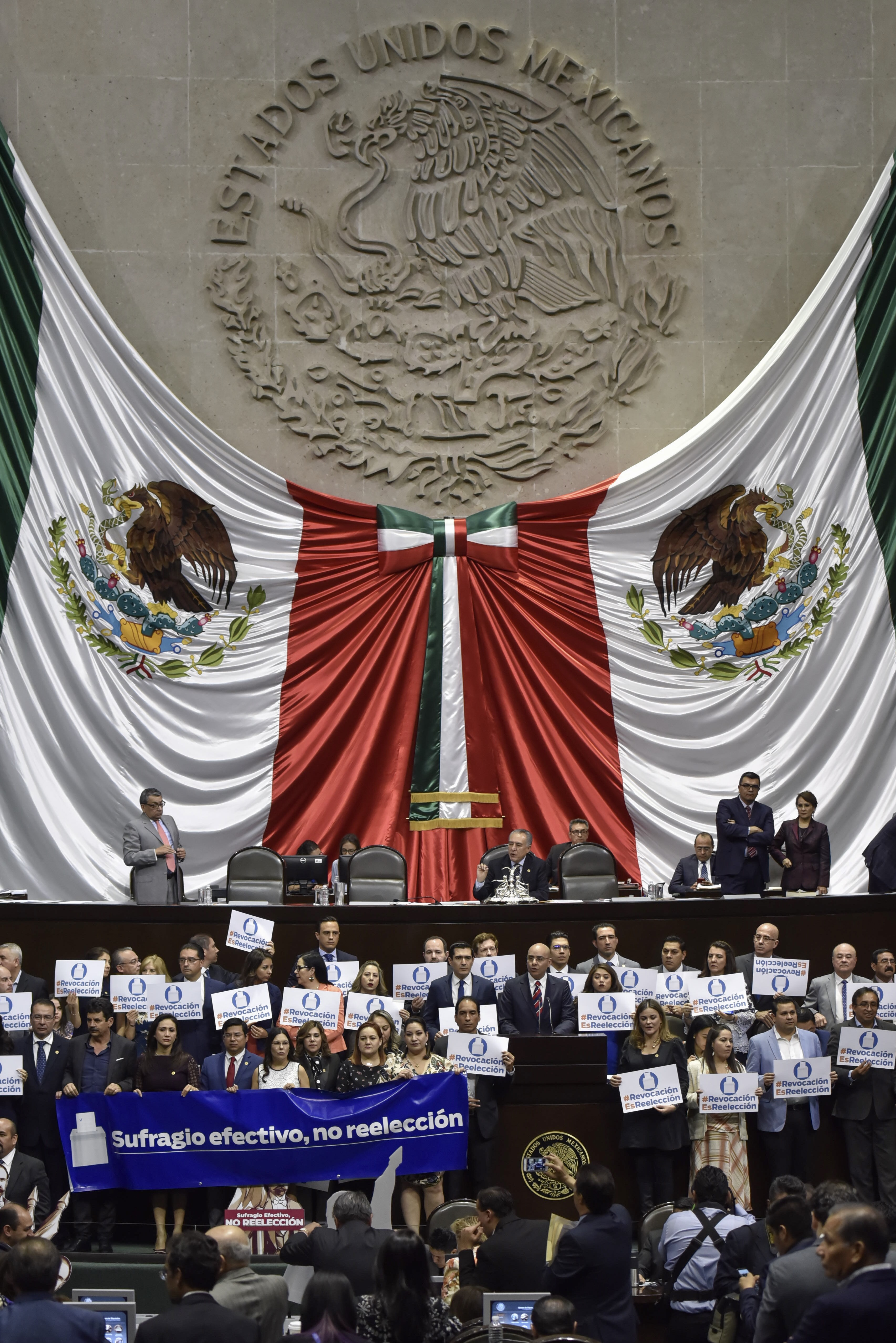 Diputados protestan en la Cámara (Foto: Cuartoscuro.com)