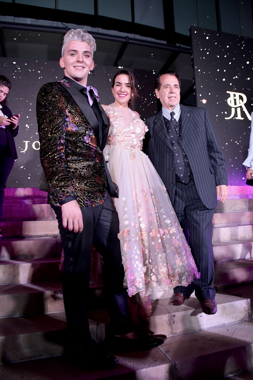 La influencer Lucía Ugarte y Héctor Vidal Rivas junto a Jorge Rey