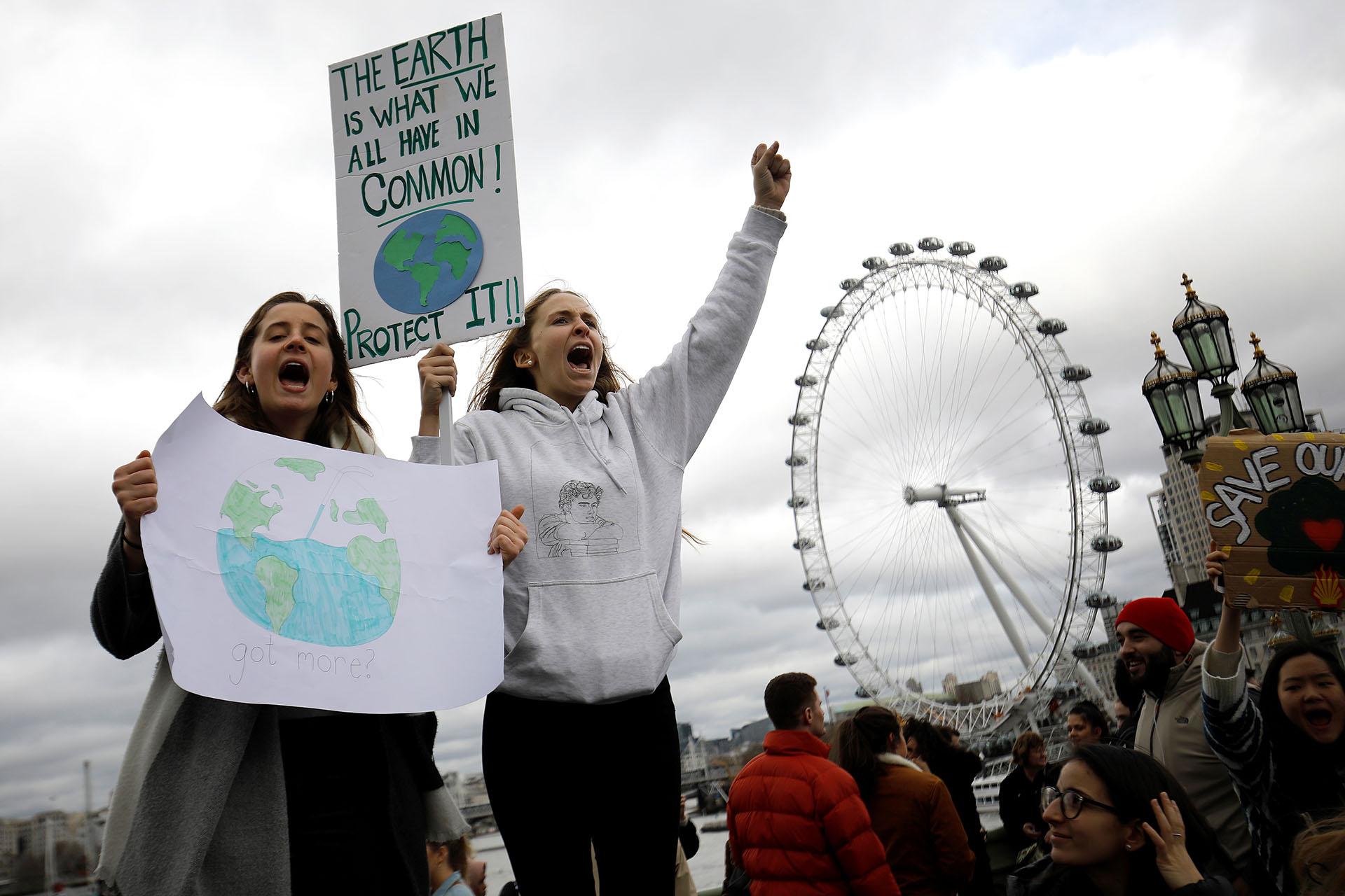 El popular London Eye en el centro de Londrescomo marco de las protestas del#FridayForFuture (Foto:Tolga AKMEN / AFP)