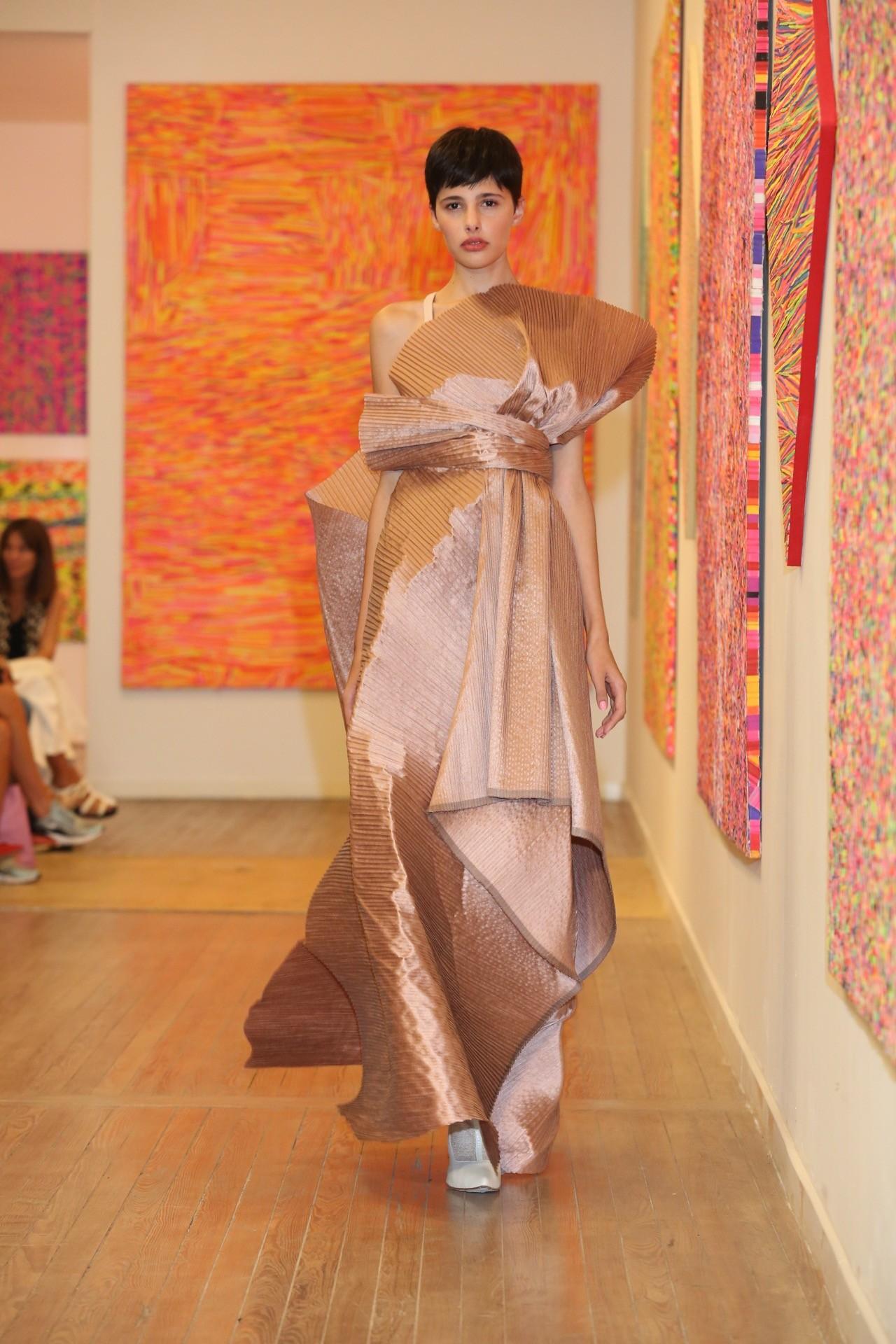 """Vestidos de """"ultra noche"""" en la colección de Min Agostini."""