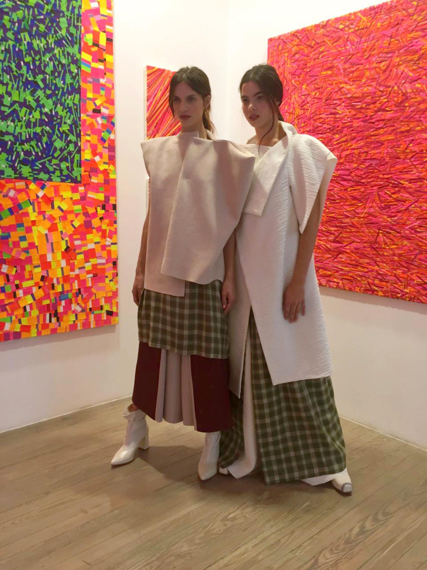 La moda y el arte en el estudio de Marta Minujín.
