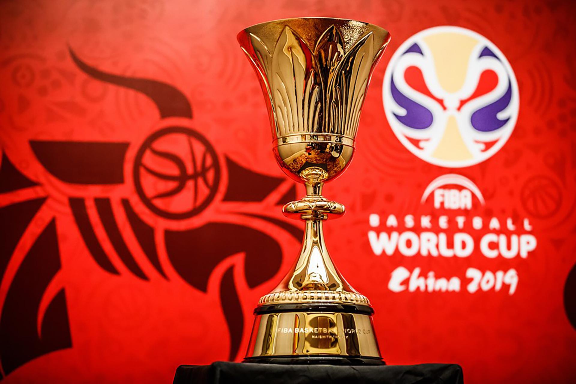 La copa James Naismith que se llevará el campeón del mundo en China. (FIBA)