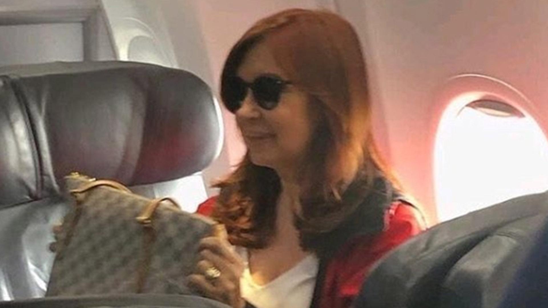 Cristina Kirchner en su primer viaje a Cuba para estar con su hija (cfkfotos)