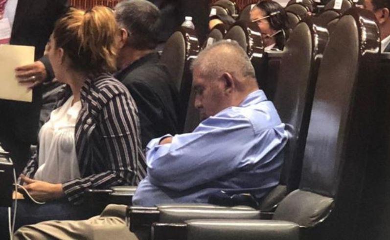 El diputado de Guerrero mencionó que es una persona muy activa, pero que su cansancio se debe a que tiene tres trabajos y no puede descansar ni un sólo día (Foto: especial)