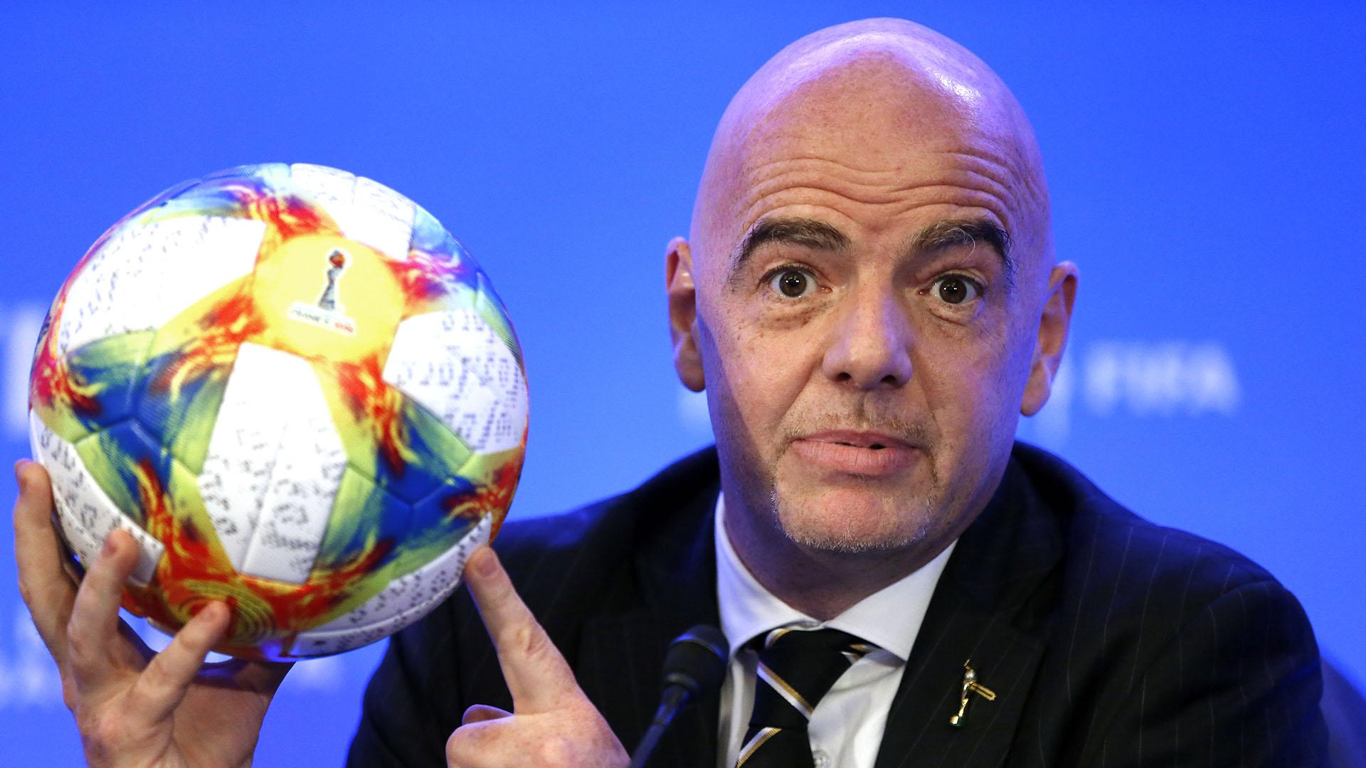 Gianni Infantino lidera la conferencia de prensa posterior al Consejo de la FIFA en Miami (AFP)