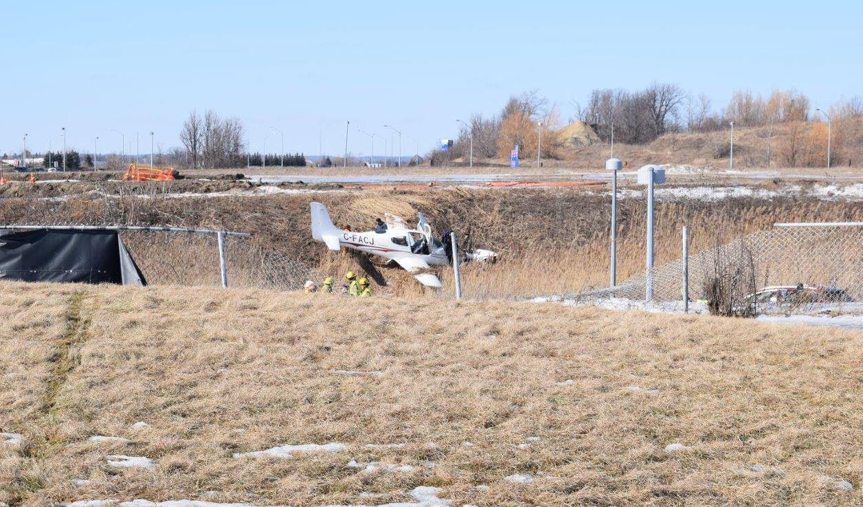 Los tripulantes del avión, un instructor y su estudiante, resultaron con heridas leves (Foto: @TSBCanada)