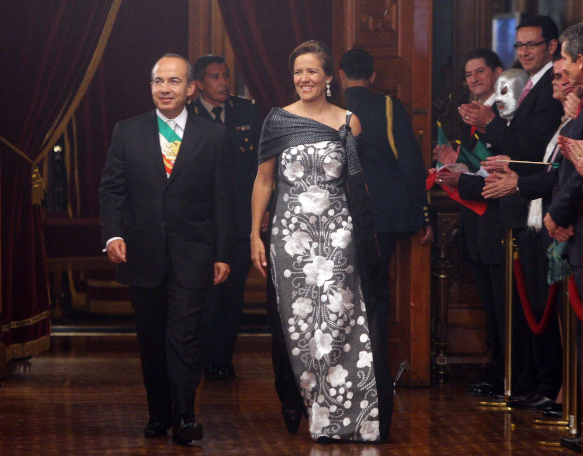 Durante la ceremonia del Grito de Independencia de 2009, Margarita Zavala lució un diseño de Macario Jiménez (Foto: Cuartoscuro)