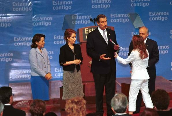 Martha Sahagún se vestía con diseños de Chanel, Macario Jiménez y Oscar de la Renta (Foto: Cuartoscuro)