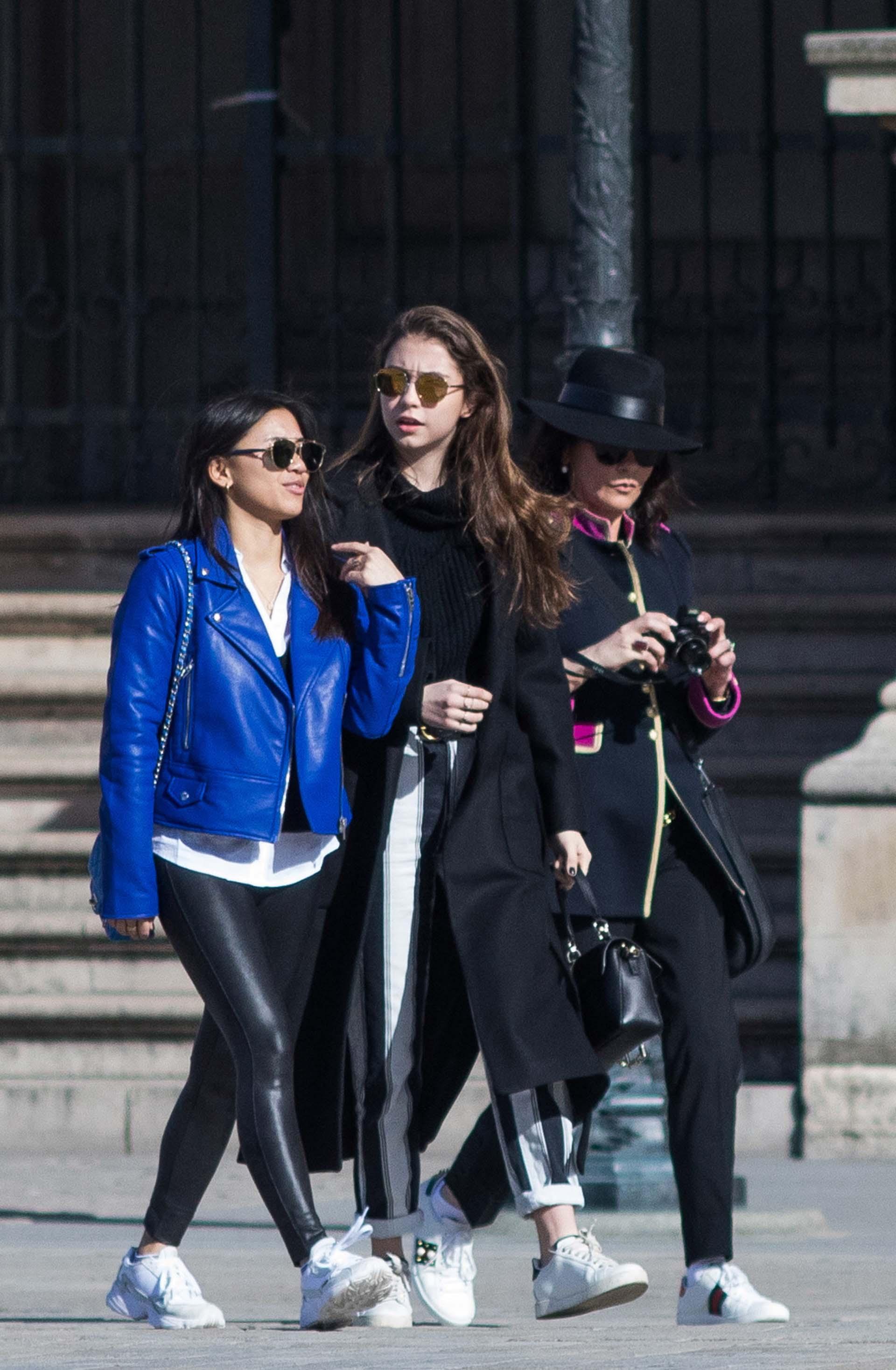 Super lookeadas, madre e hija pasearon por París