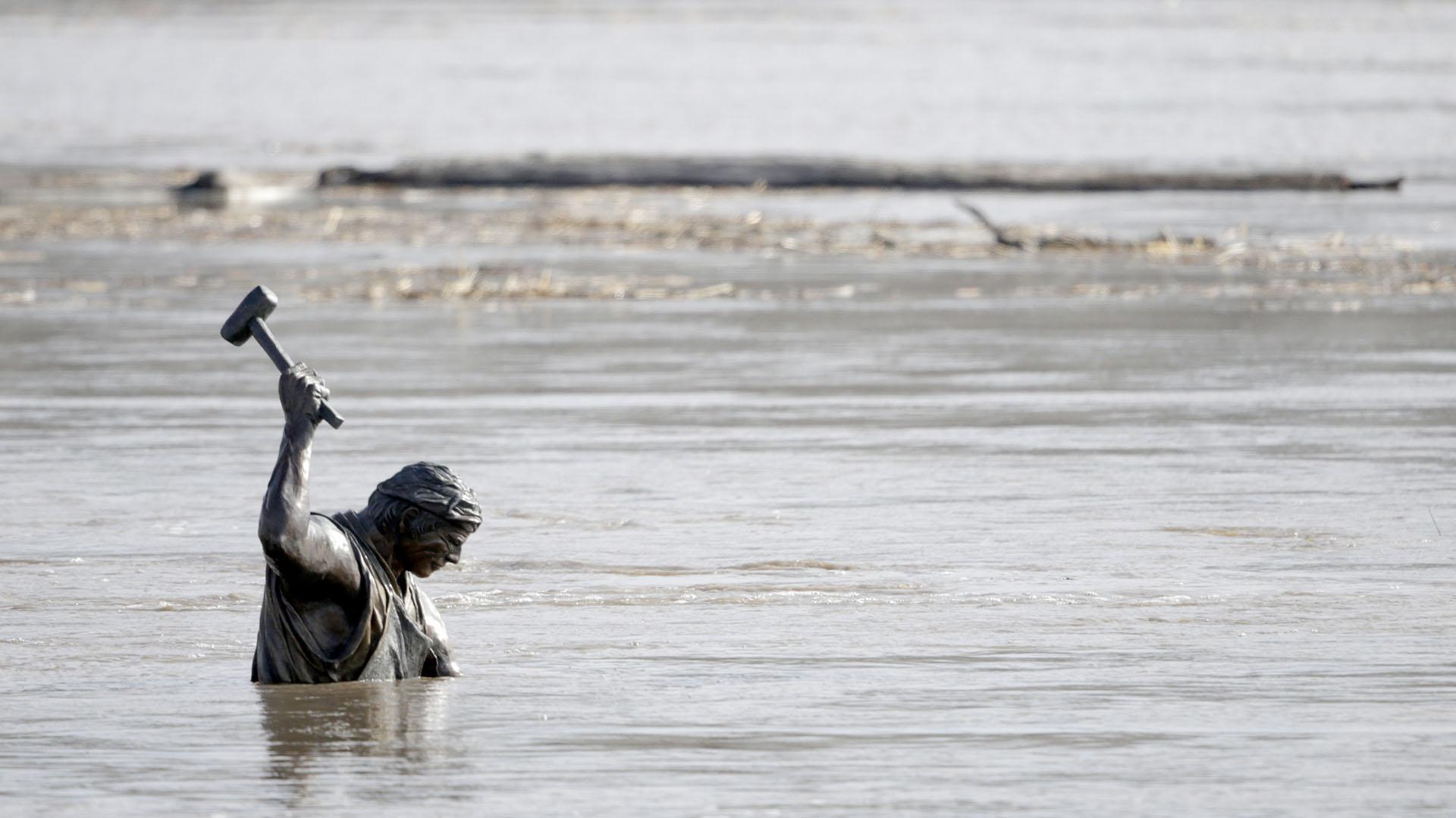Las inundaciones superaron el metro de altura y forzaron la evacuación de miles de personas