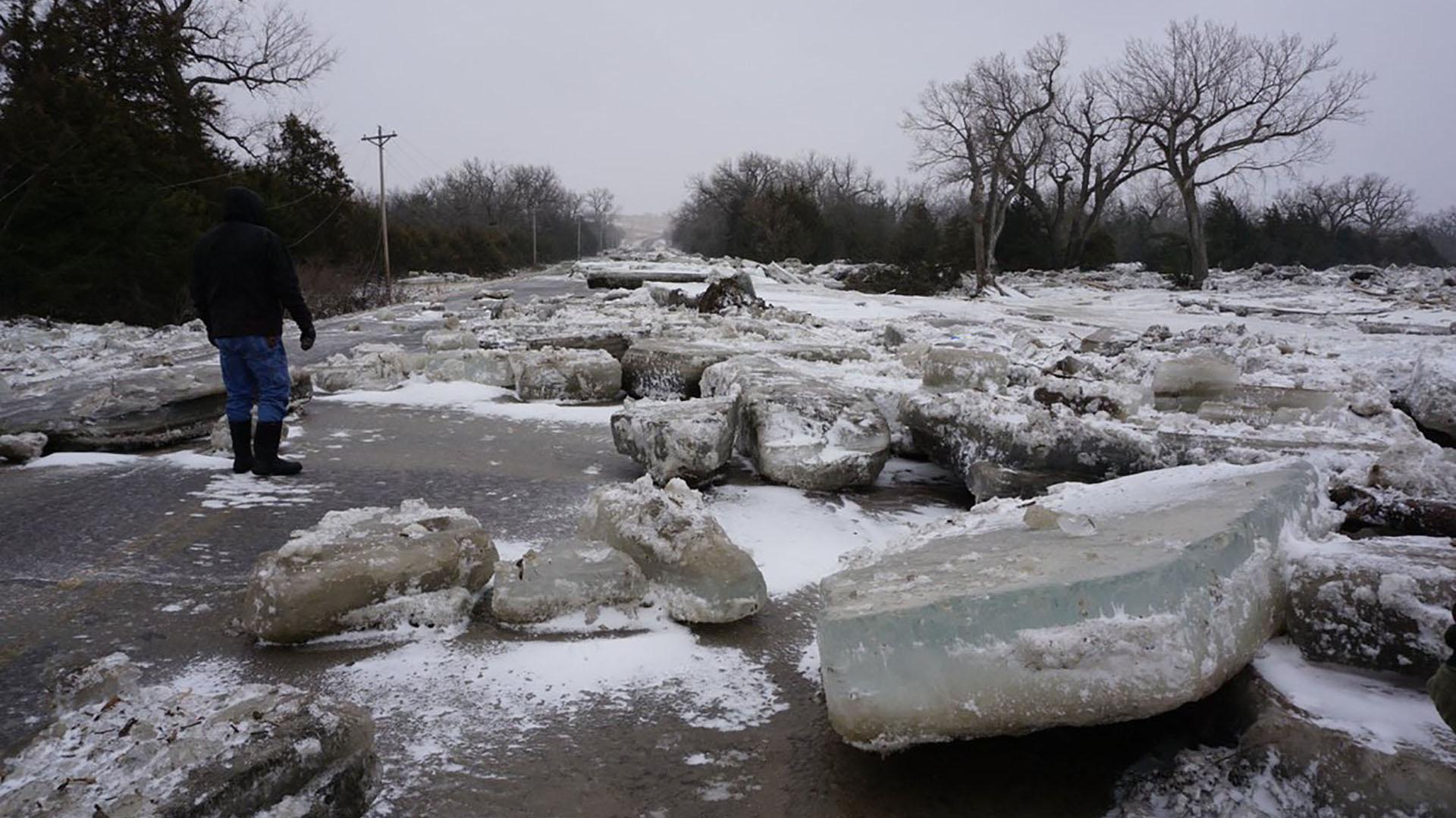 Se producen por la combinación de heladas, que congelan la capa superior de la corriente, y el aumento del caudal, lo que hace que se desborde el hielo