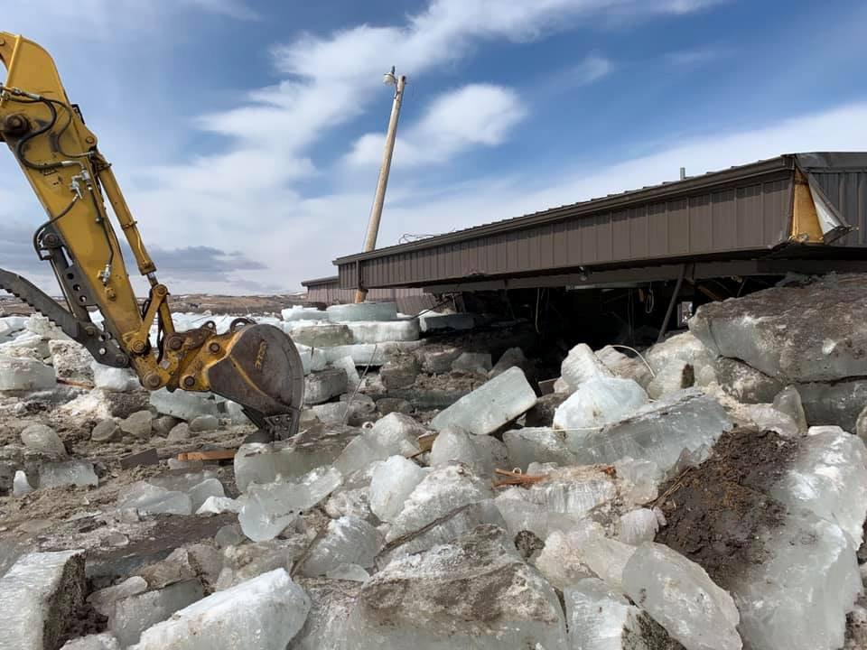 En Nebraska, las rápidas crecidas cubrieron caminos, forzaron evacuaciones y generaron temor en los ganaderos de que el agua ahogaría sus animales