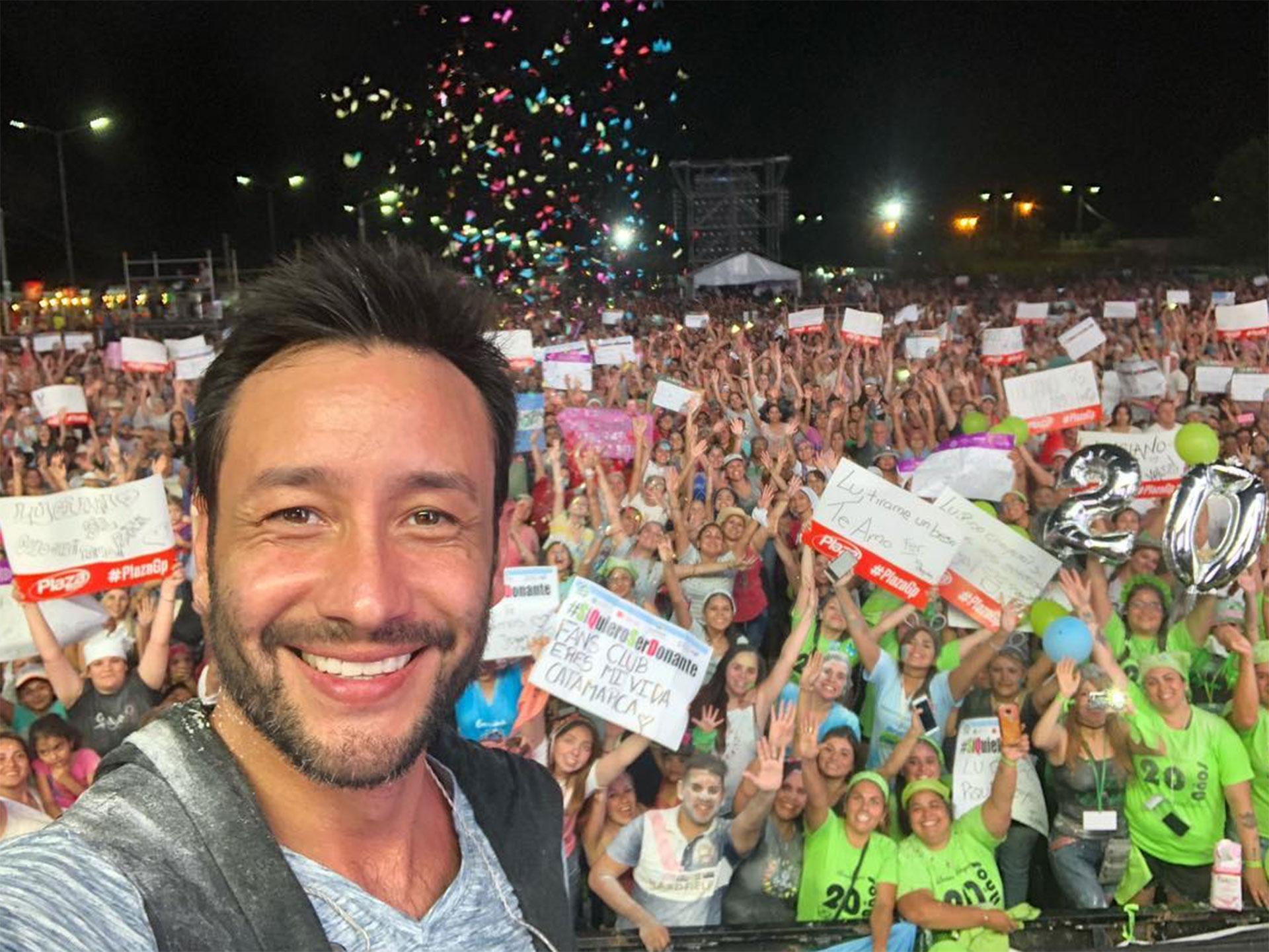 Luciano Pereyra desde el escenario