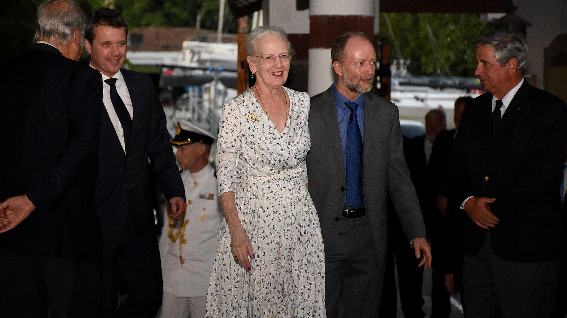 Su majestad de Dinamarca y el embajador danés