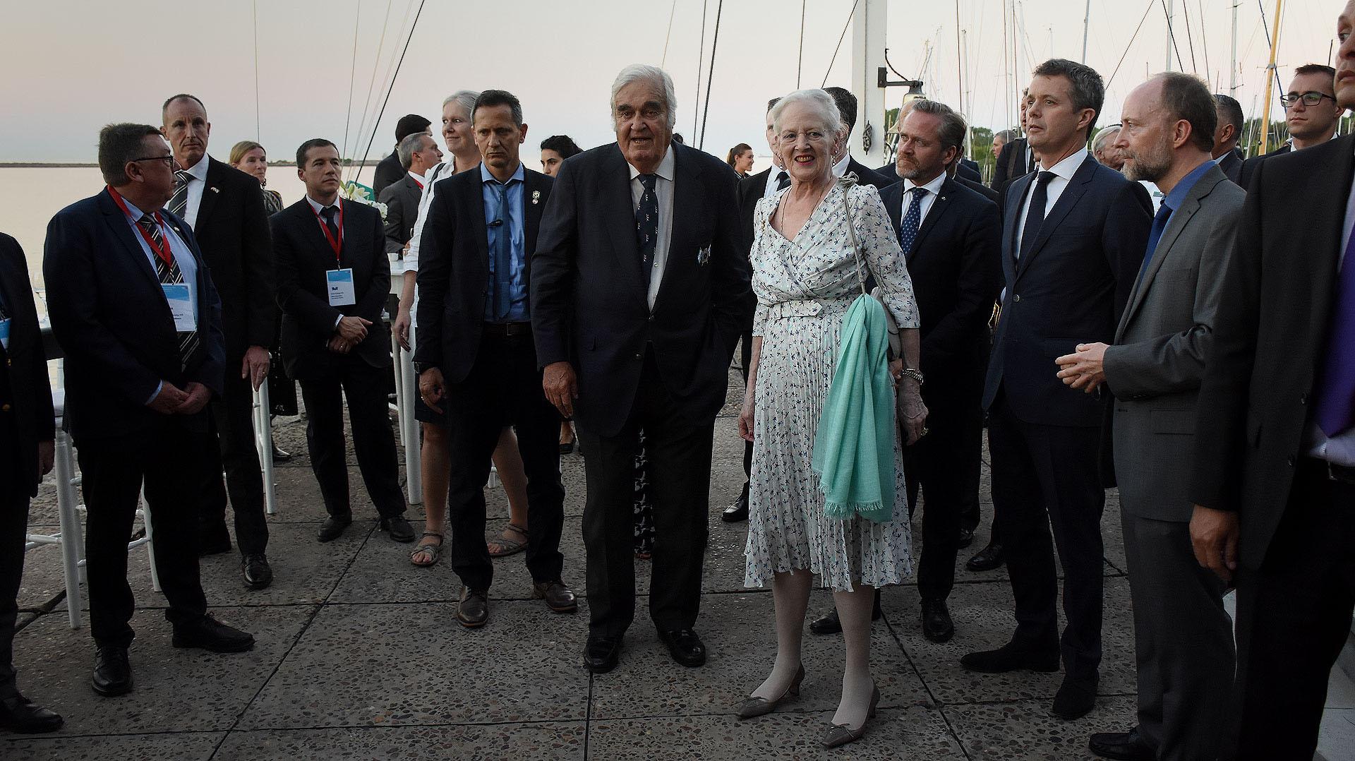 La Reina de Dinamarca junto al comodoro del Yacht Club Argentino Diego Peralta Ramos