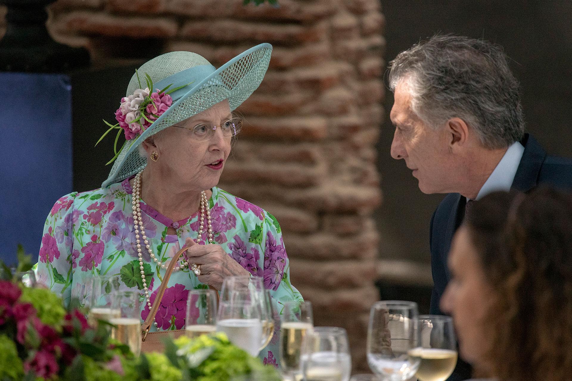 La reina y el Presidente disfrutaron de un almuerzo en la Casa Rosada y reforzaron el compromiso de que ambas naciones sigan trabajando en conjunto