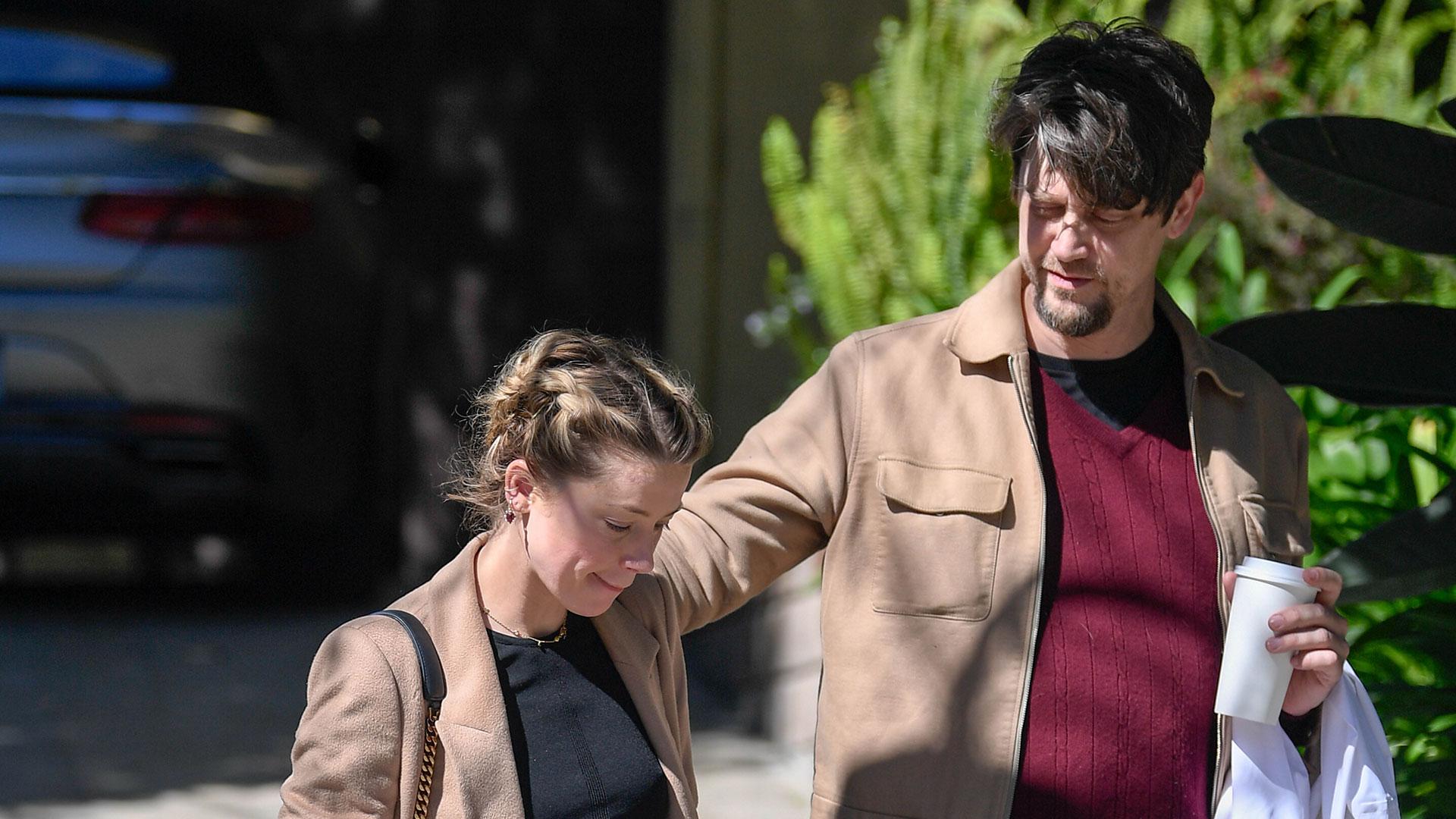 Andy Mushchietti, el director argentino, se encuentra en pareja con Amber Heard, la ex mujer de Johnny Depp. Las celebridades fueron retratadas a los besos en las calles de Los Angeles (The Grosby Group)