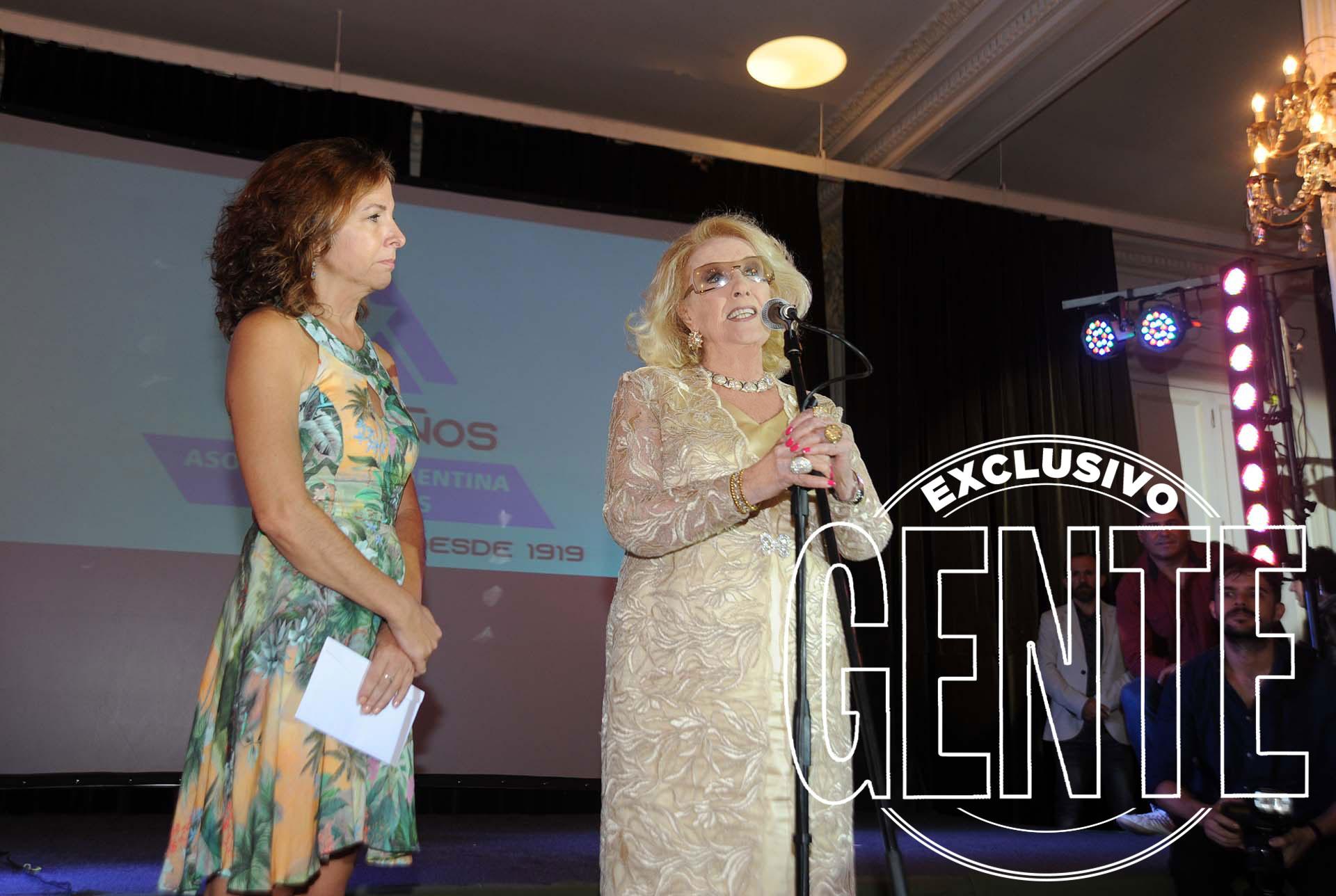 Un cruce amable pero sorpresivo: Alejandra Darín y Mirtha Legrand. Foto: Enrique García Medina/GENTE