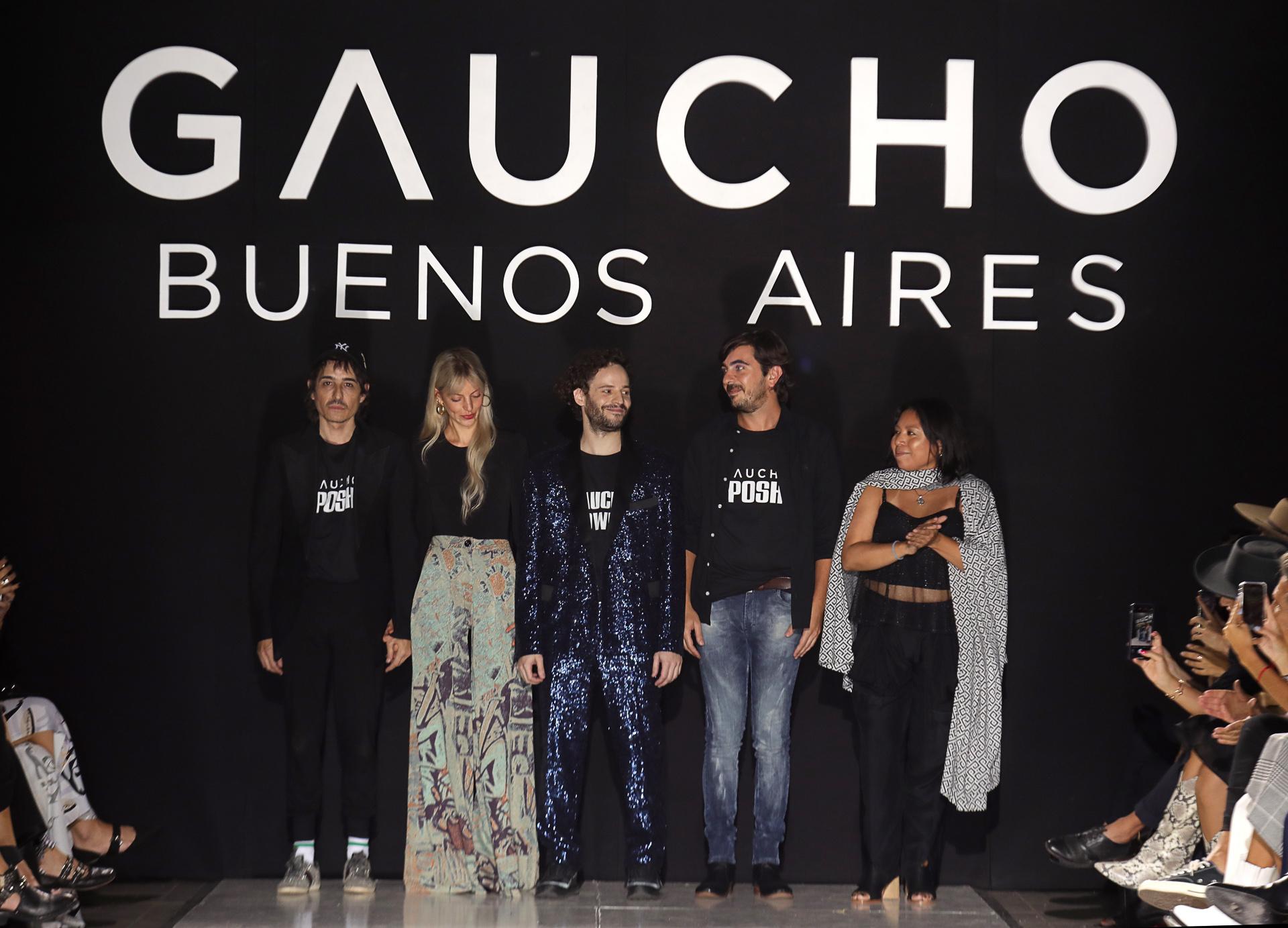El cierre del fashion show de Gaucho, creada por el diseñador Santiago Gallo