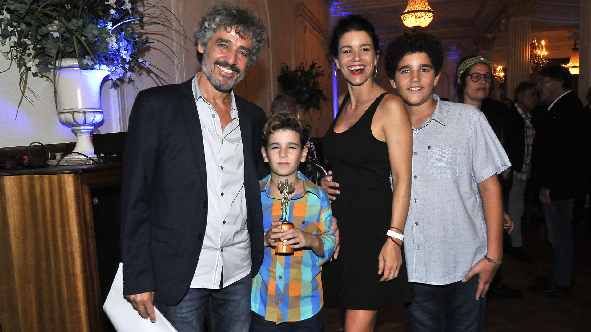 Germán Palacios, quien tuvo su distinción, junto a su mujer, Marina Glezer, y sus hijos
