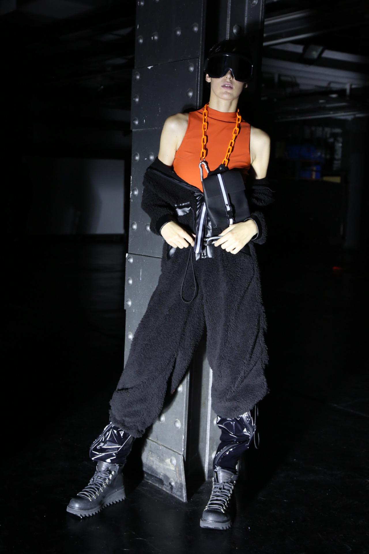 Kostüme creó su propia versión del pantalón cargo.