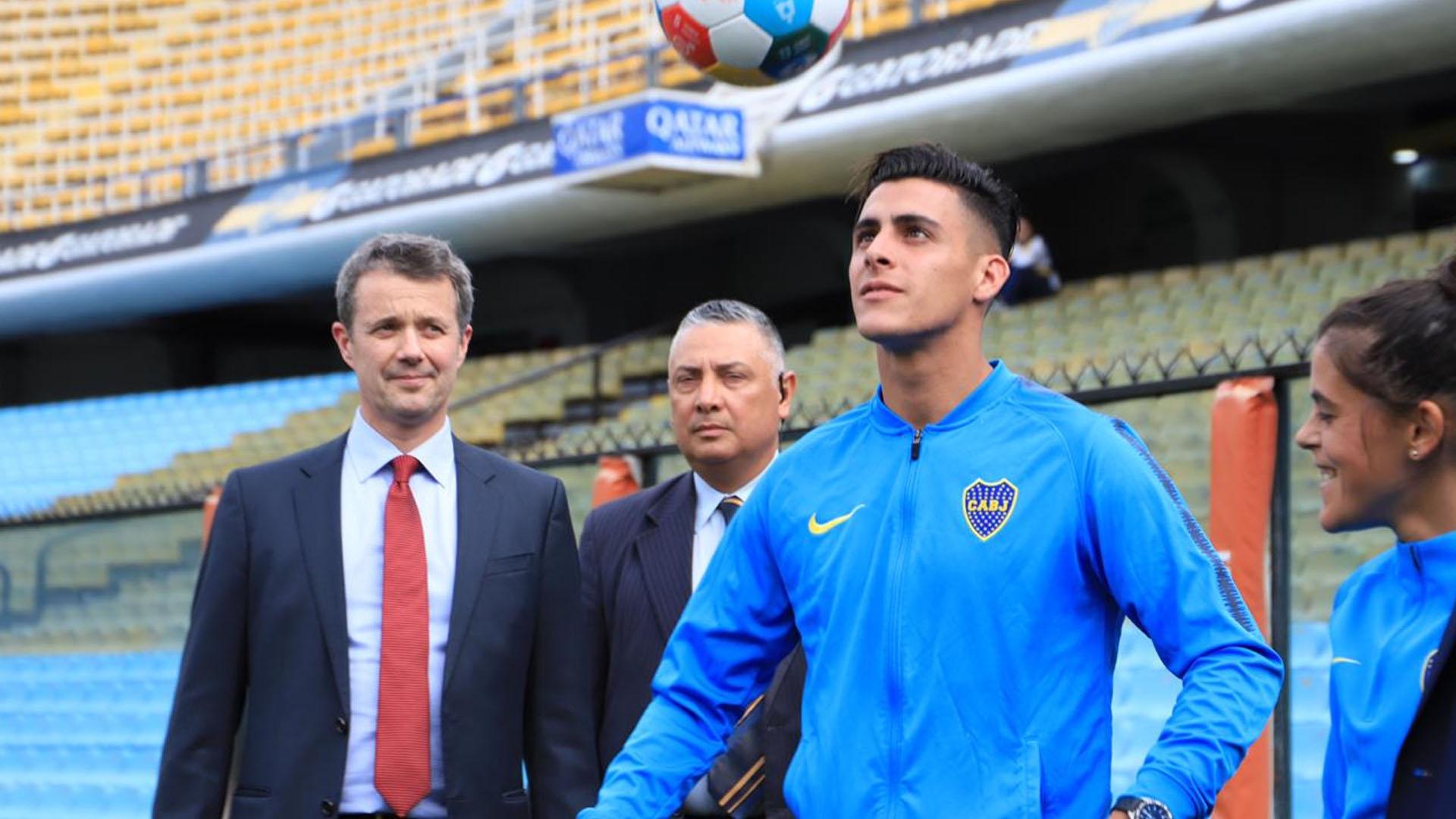 "Cristian Pavón, varias veces pretendido por el fútbol europeo, se animó a hacer ""jueguitos"" frente al príncipe"