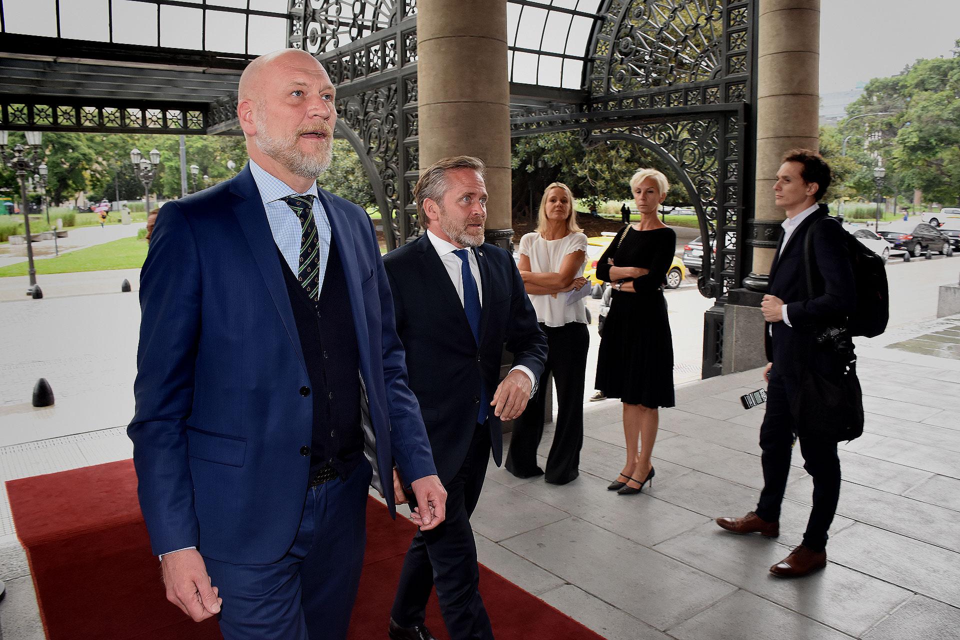 El ministro de Relaciones Exteriores, Anders Samuelsen, fue parte de la delegación danesa que visitó la icónica sala lírica porteña