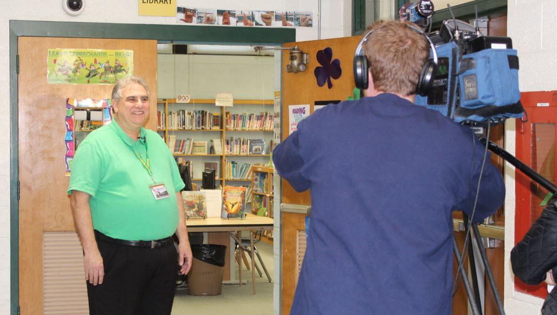 Murray indicó que este libro será exhibido para que otros alumnos comprendan la importancia de devolver los libros a la biblioteca escolar (Foto: Twitter)