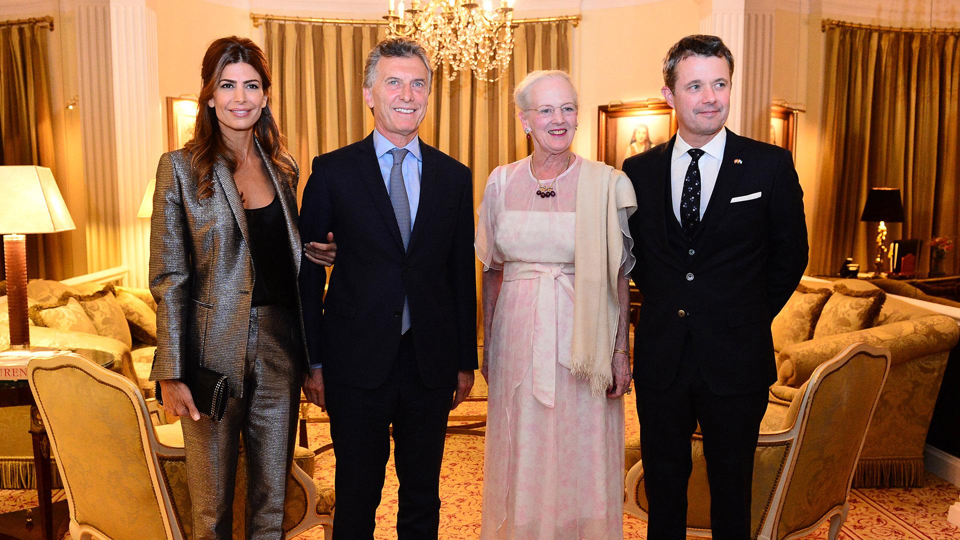 Junto al presidente Mauricio Macri y la primera dama Juliana Awada (Presidencia)