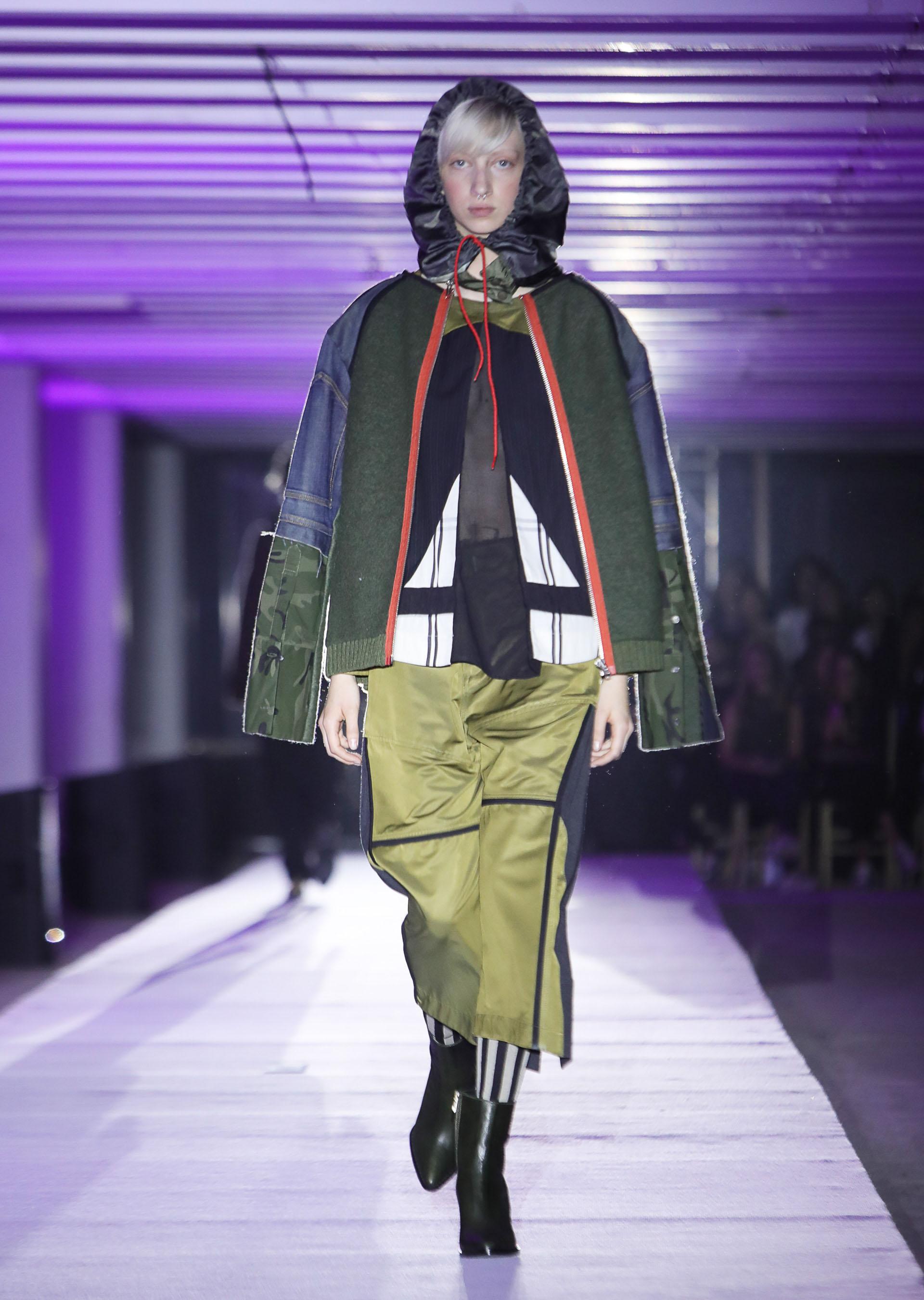 La superposición de prendas y el juego de fusión de géneros y estampados, un clásico de las colecciones de JT