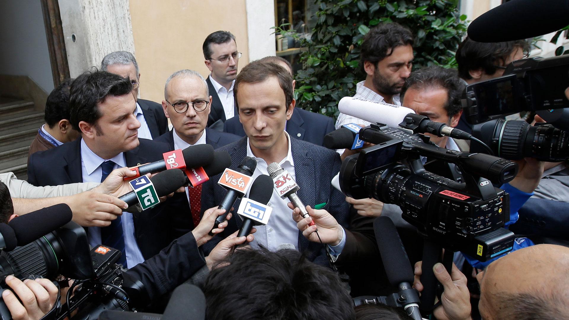 Político italiano antivacunas fue internado por varicela