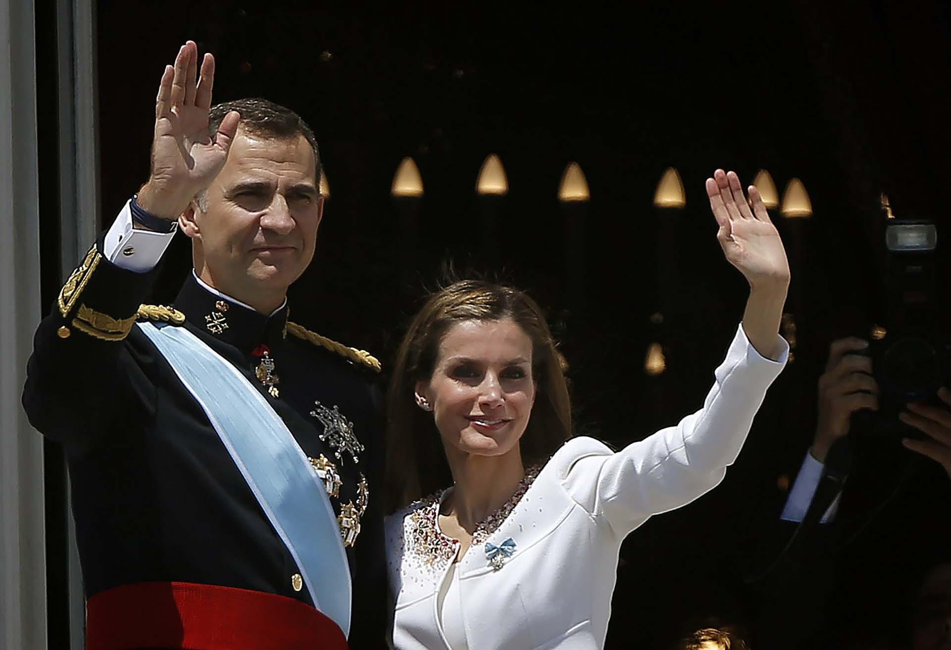 Desde el balcón del palacio el 19 de mayo de 2014, el día que Felipe IV asumió como el nuevo rey de España y Letizia como reina consorte.