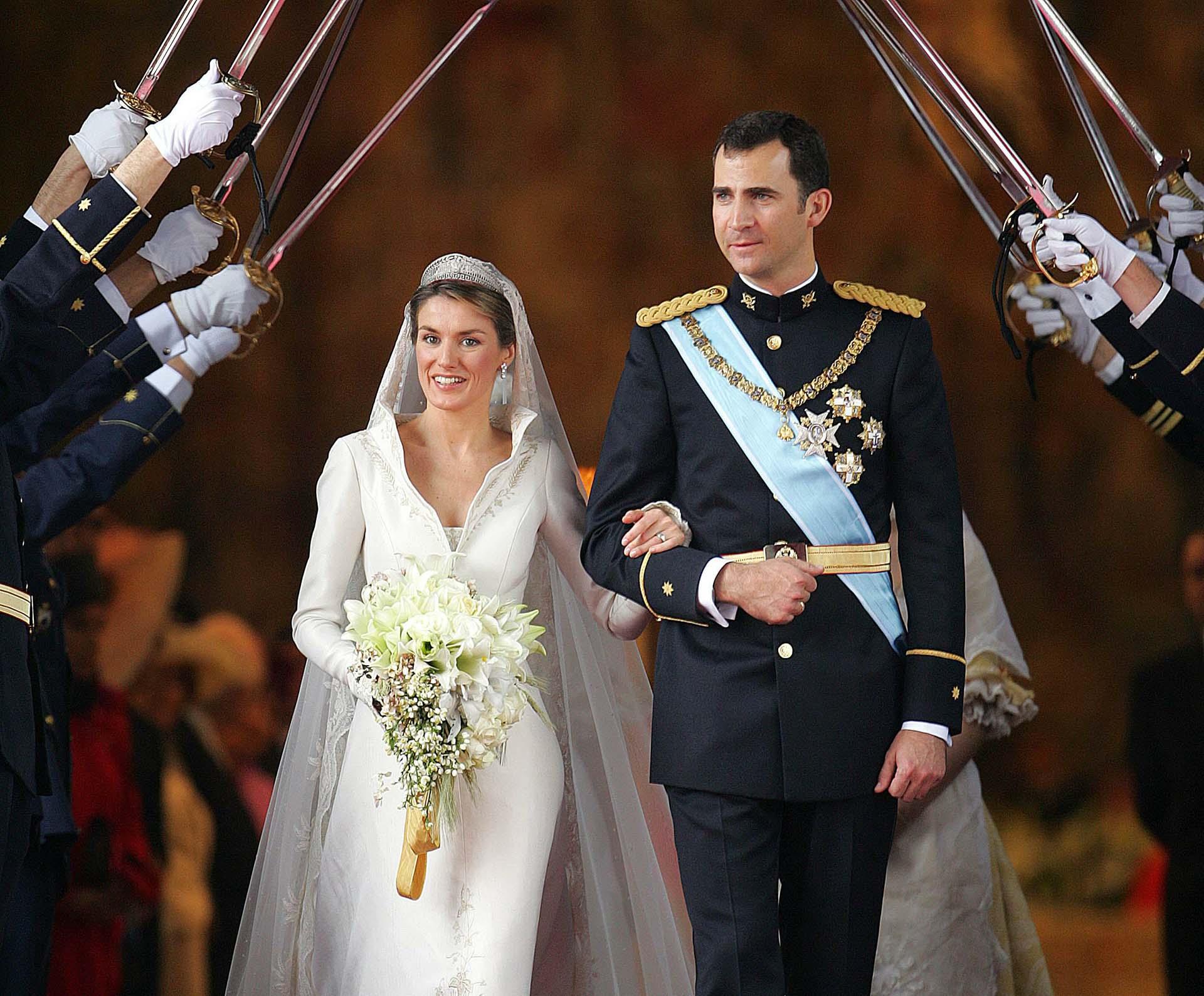 El ramo, complemento representativo de toda novia, estaba compuesto por lirios, rosas, flor de azahar, flor de manzano y espigas de trigo.