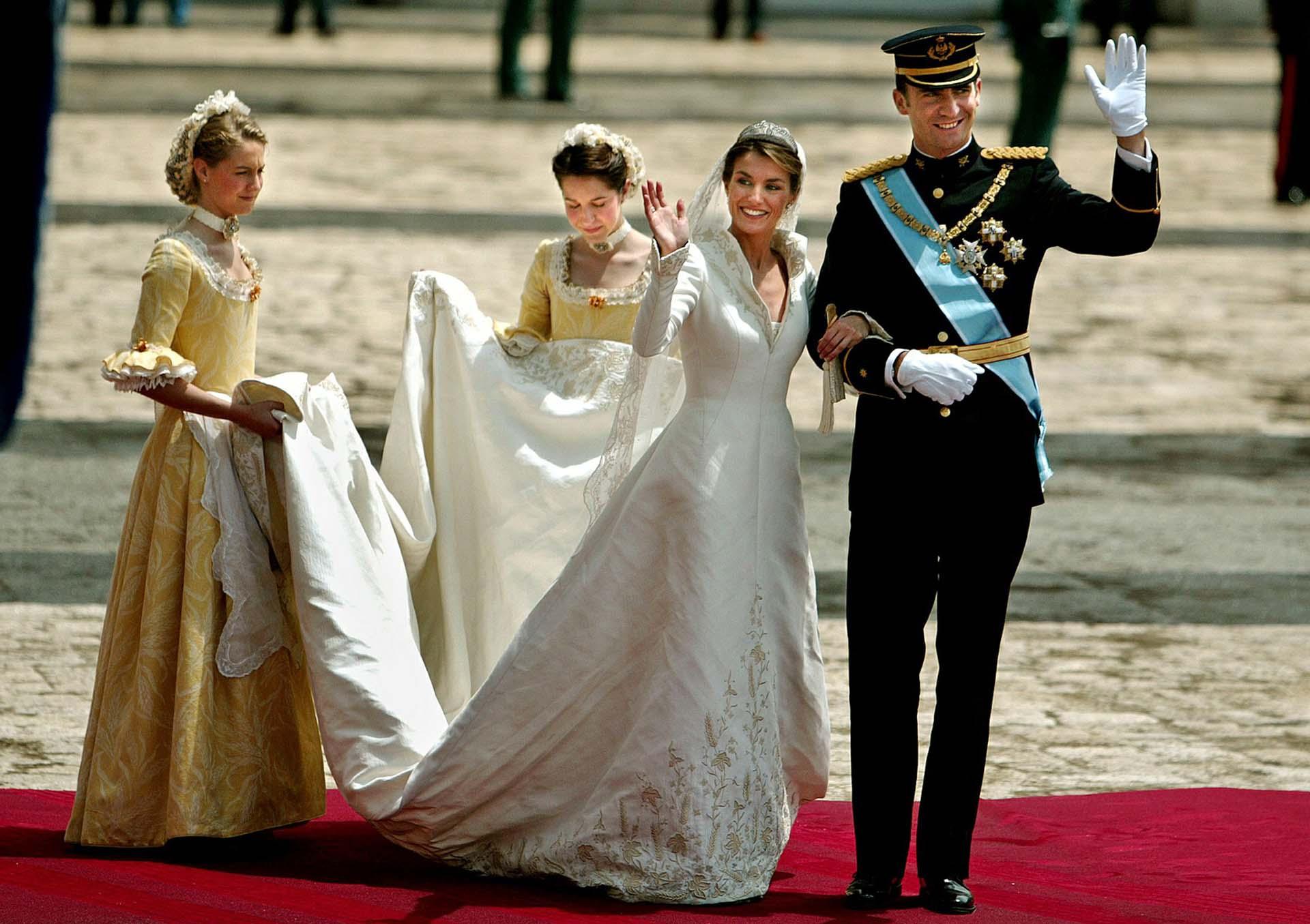 El 22 de mayo 2004en la Catedral de Almudena se casaban el príncipe Felipe y Letizia. A partir del enlace real ellallevóel título de princesa consorte.