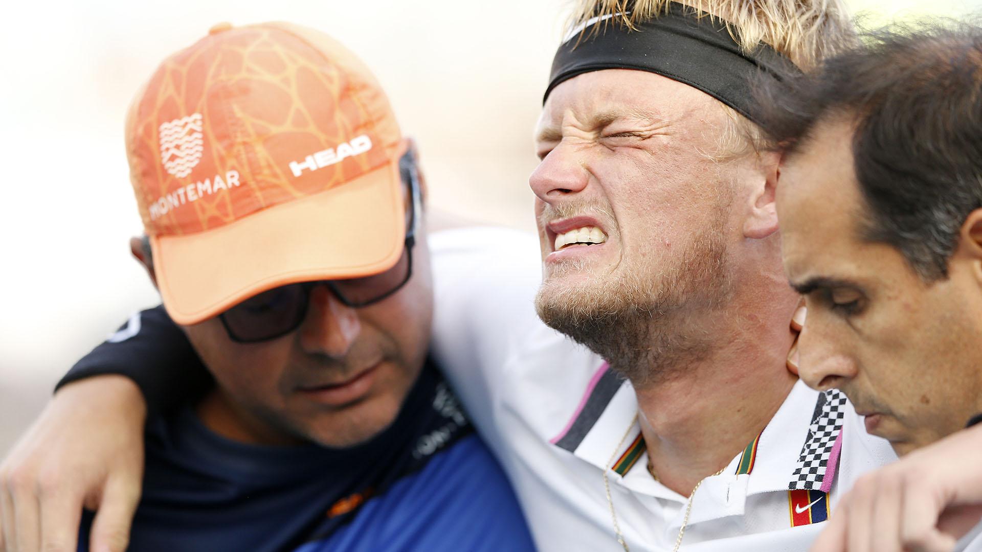 Nicola Kuhnabandonó la cancha entre lágrimas tras lesionarse en su partido anteMischa Zverev en el Abierto de Miami (AFP)