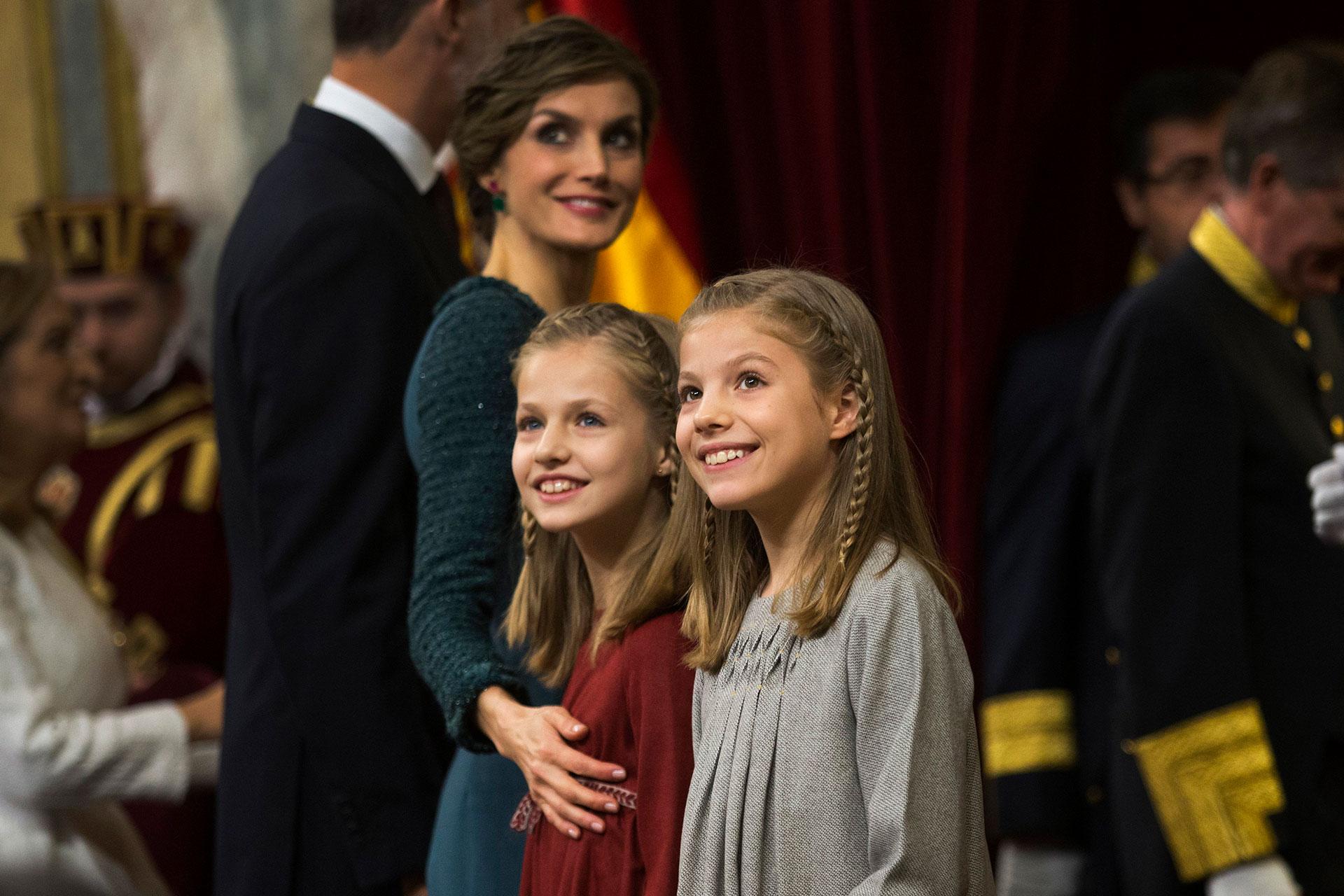 La princesa Leonor y la infanta Sofía también han sido foco de conflicto. Allegados aseguran que la abuela paterna de las niñas siempre ha reprochado que ve poco a sus nietas por culpa de Letizia.