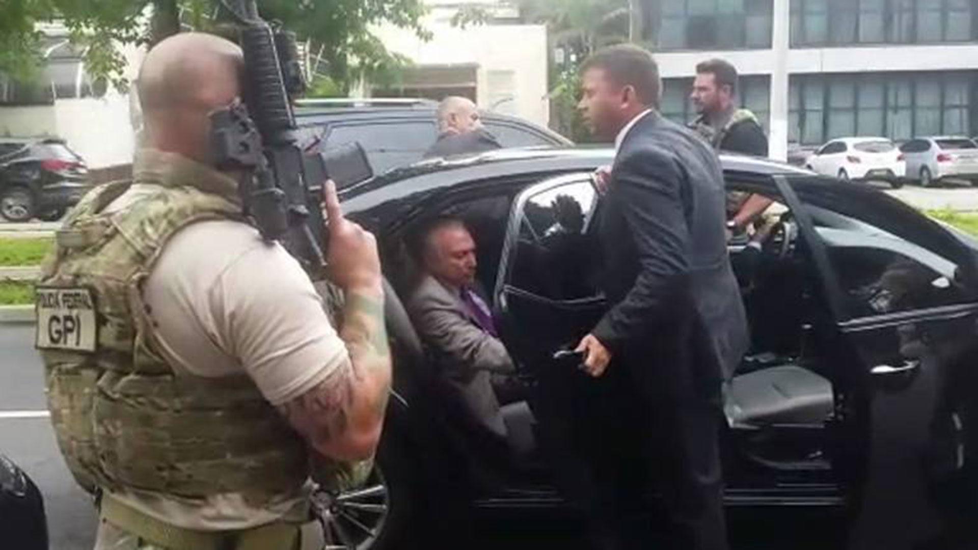 El momento del arresto de Michel Temer, quien luego fue liberado