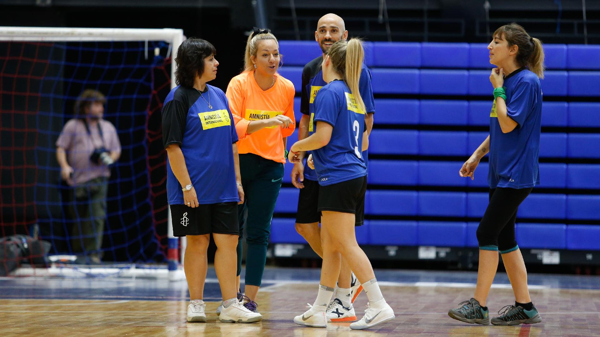 La ex arquera Pamela Visciarelli junto a sus compañeros y compañeras del equipo azul (Nicolás Aboaf)