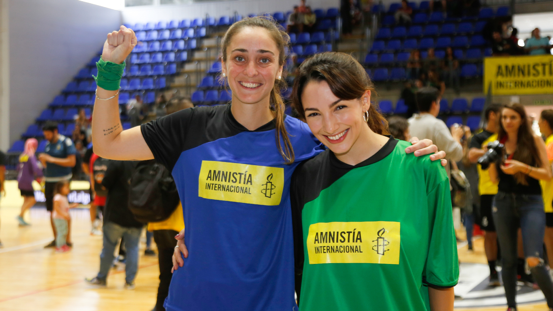 La futbolista Macarena Sánchez y la actriz Thelma Fardin (Nicolás Aboaf)