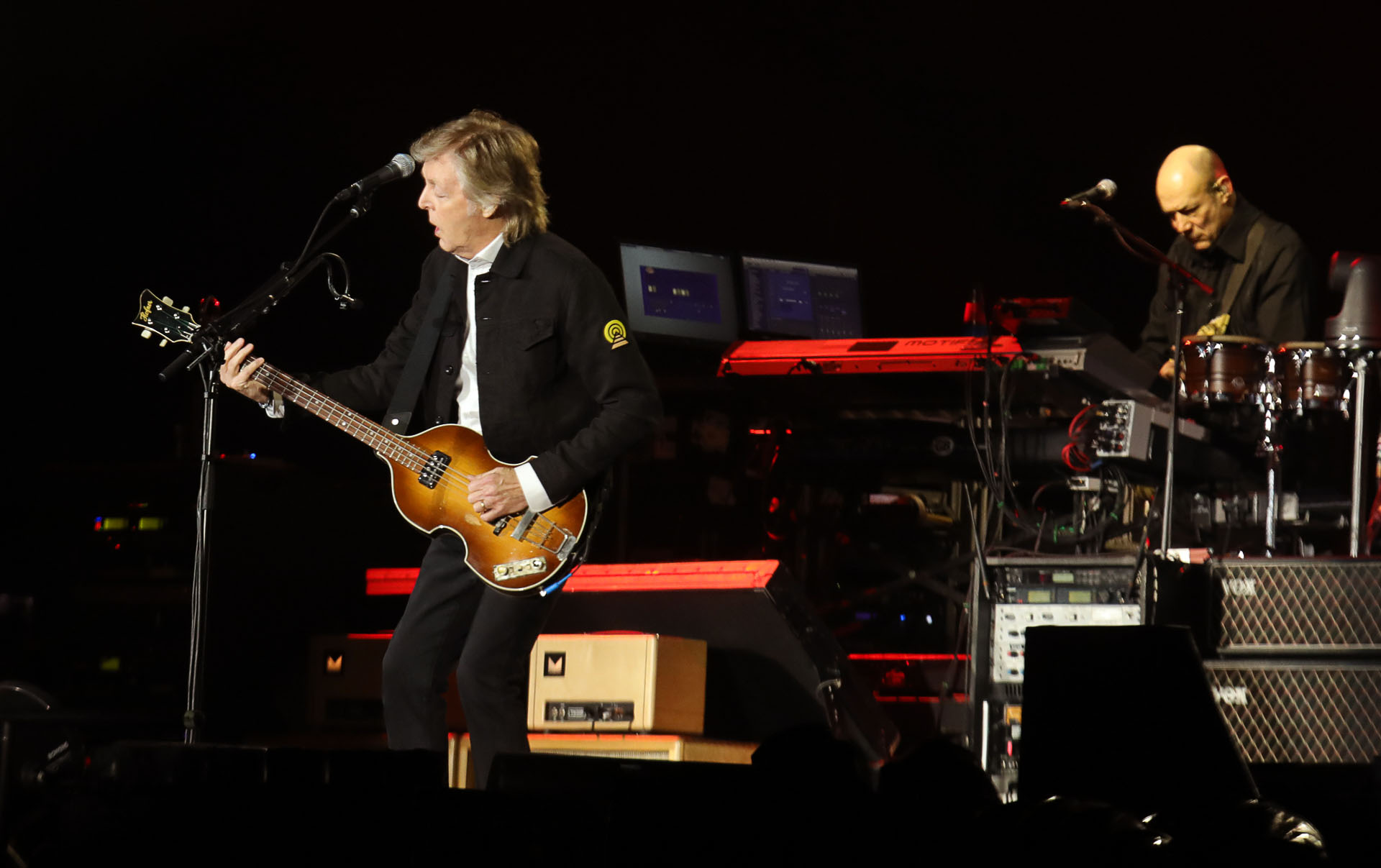 """El músico inglés dio inicio al show pasadas las 21 hs. con la canción """"A Hard Day' s Night"""", un clásico de """"Los Cuatro de Liverpool"""" (Christian Bochichio / Teleshow)"""