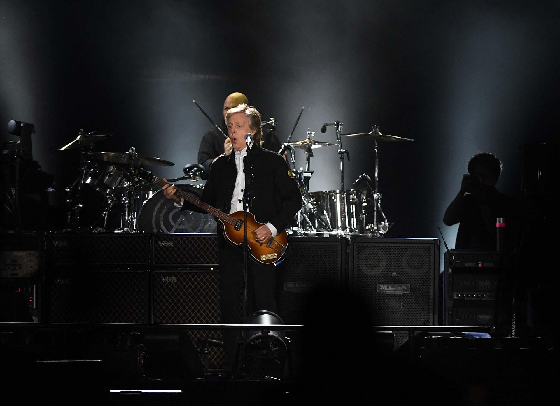 """El final del show fue a puro """"Beatles"""" (Télam)"""