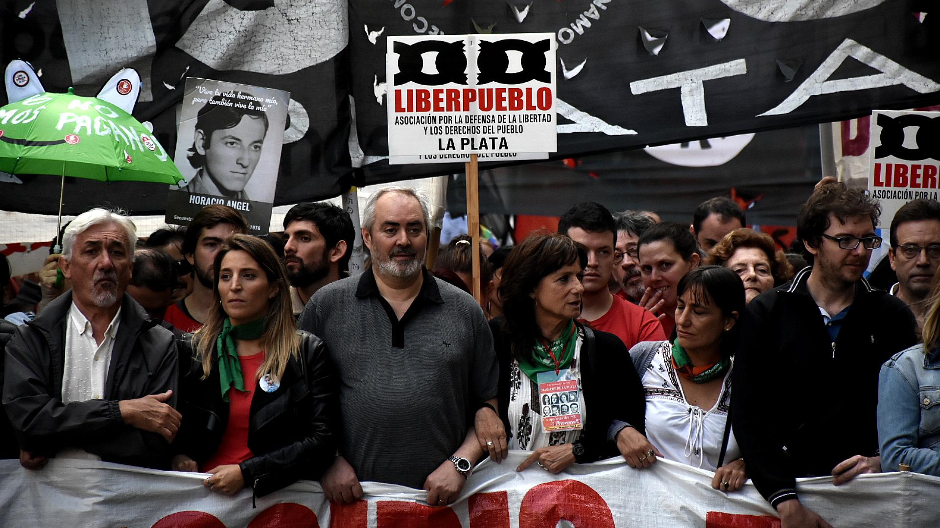 Dirigentes de partidos de Izquierda marcharon durante el acto central