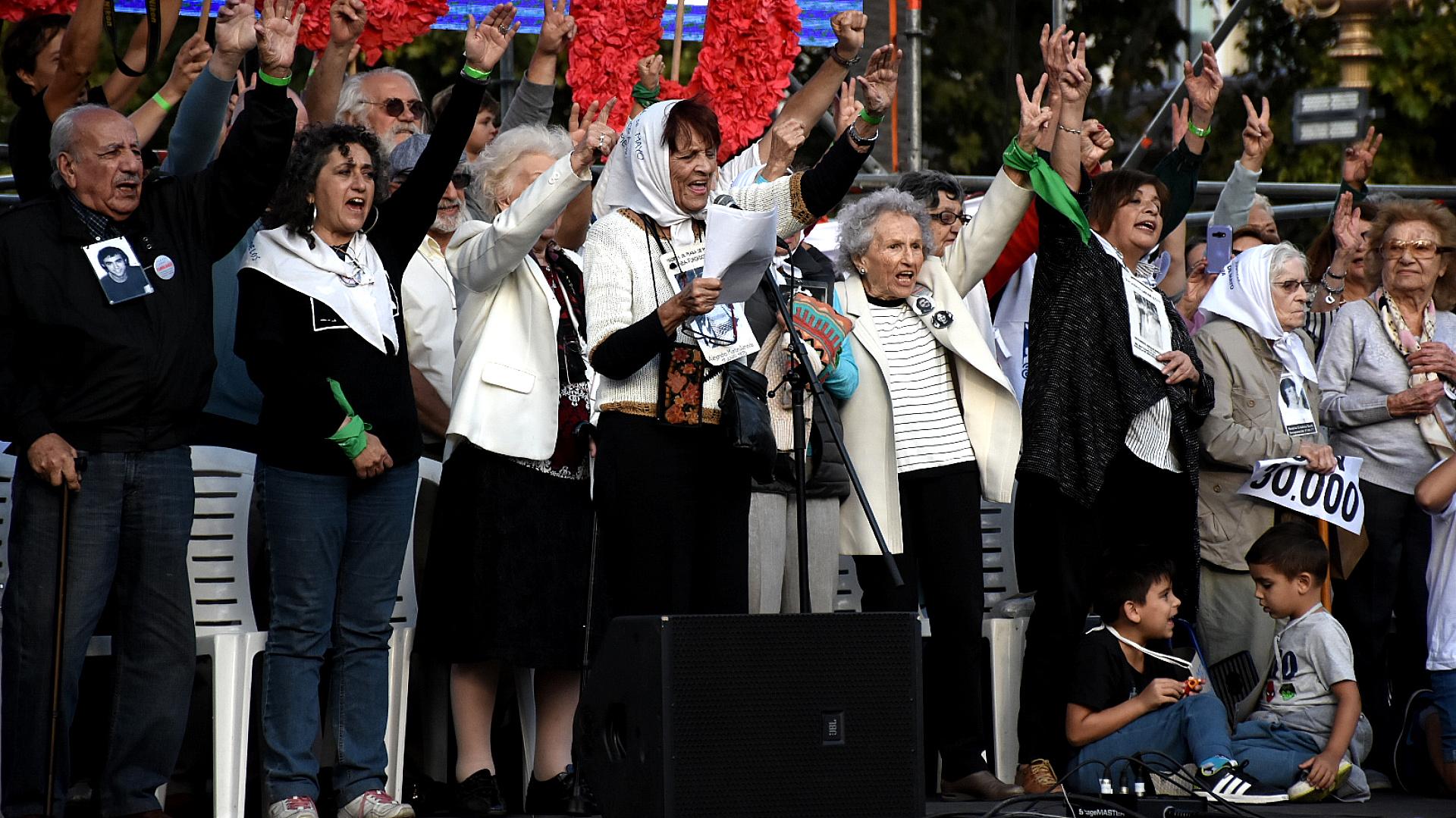 La Abuelas de Plaza de Mayo encabezaron el acto