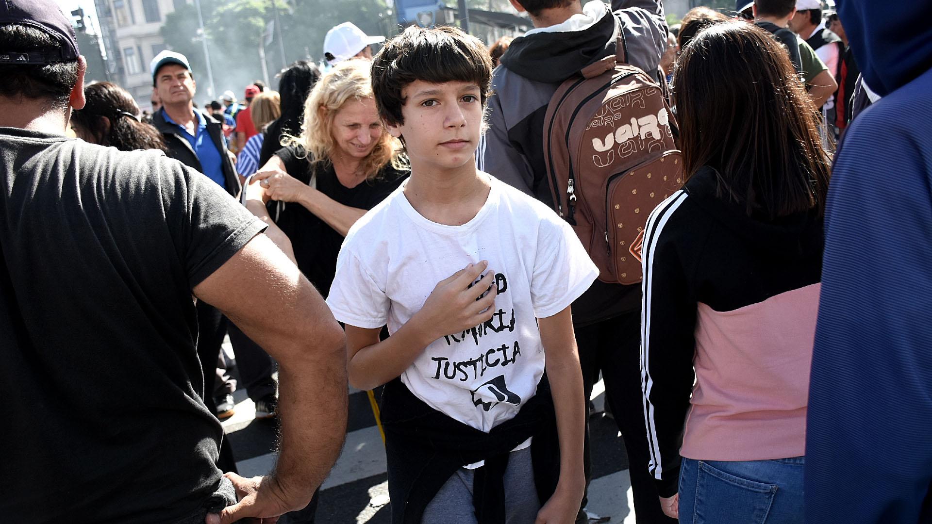 Muchas familias con niños se acercaron a la plaza para presenciar el acto