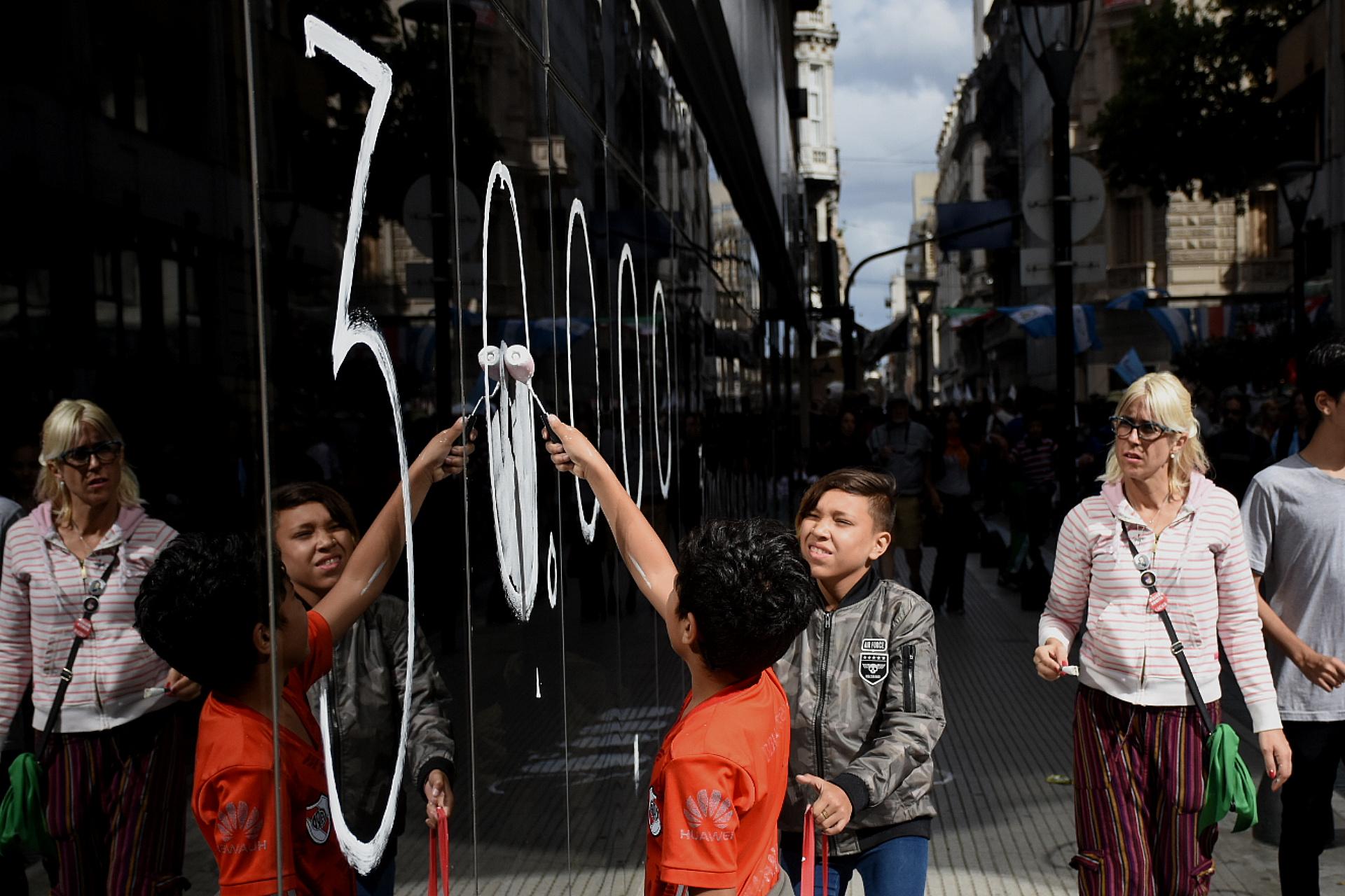 También hubo pintadas en los alrededores de la Plaza de Mayo